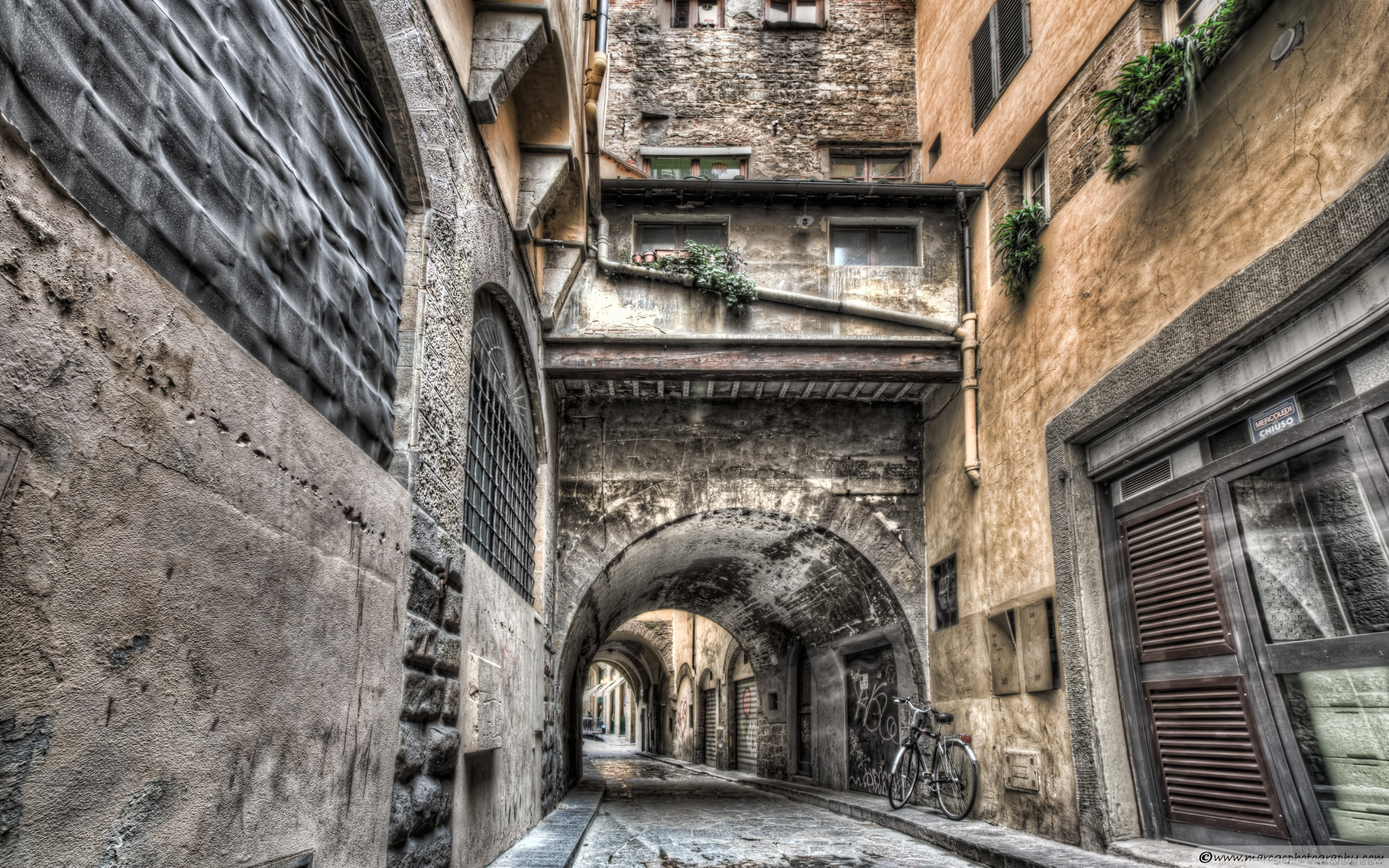 2880x1800  wallpaper alley, medieval architecture, florence, arch, history