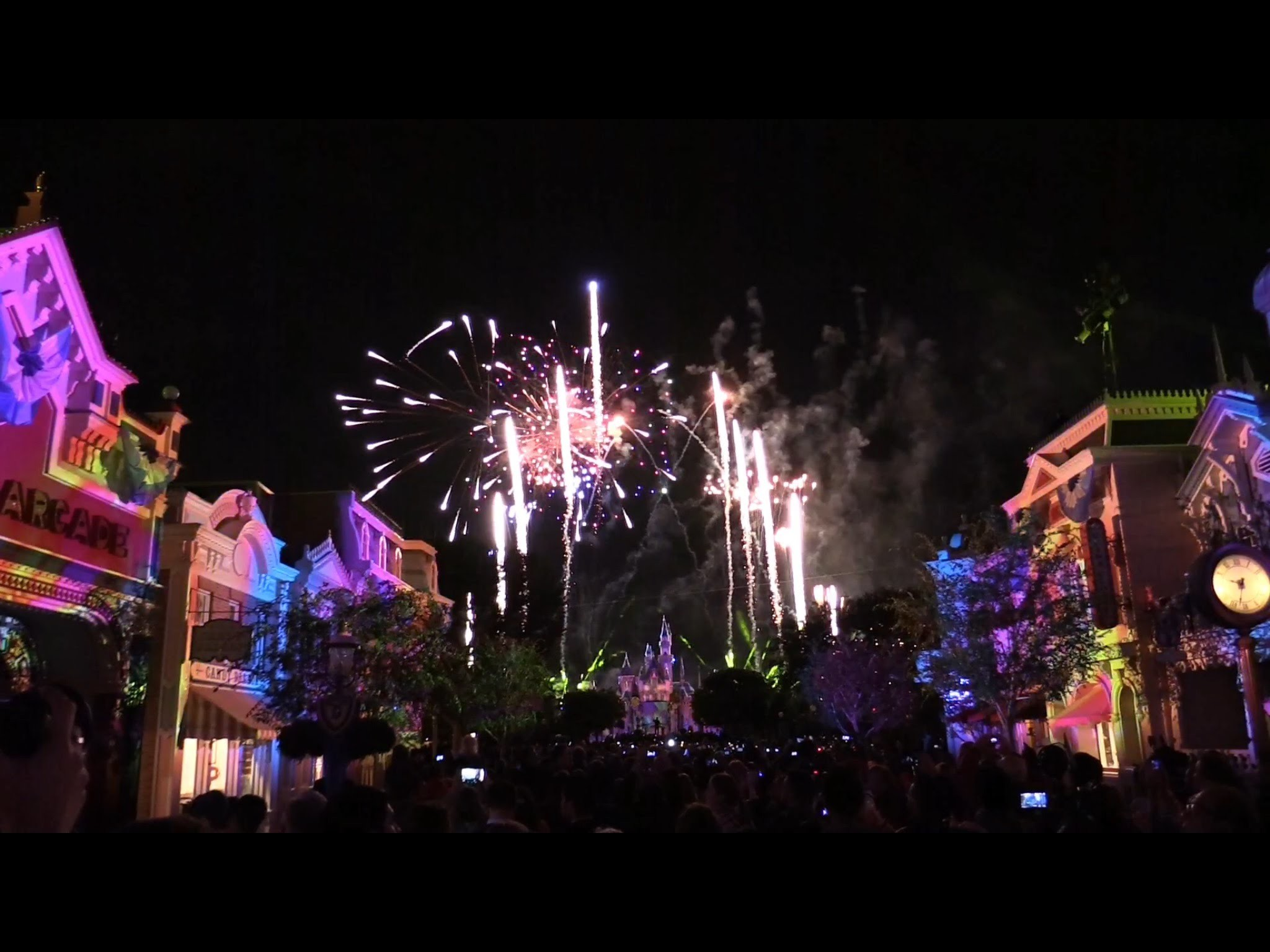 2048x1536 FULL Disneyland Forever fireworks debut with Main Street projections for  60th anniversary - YouTube