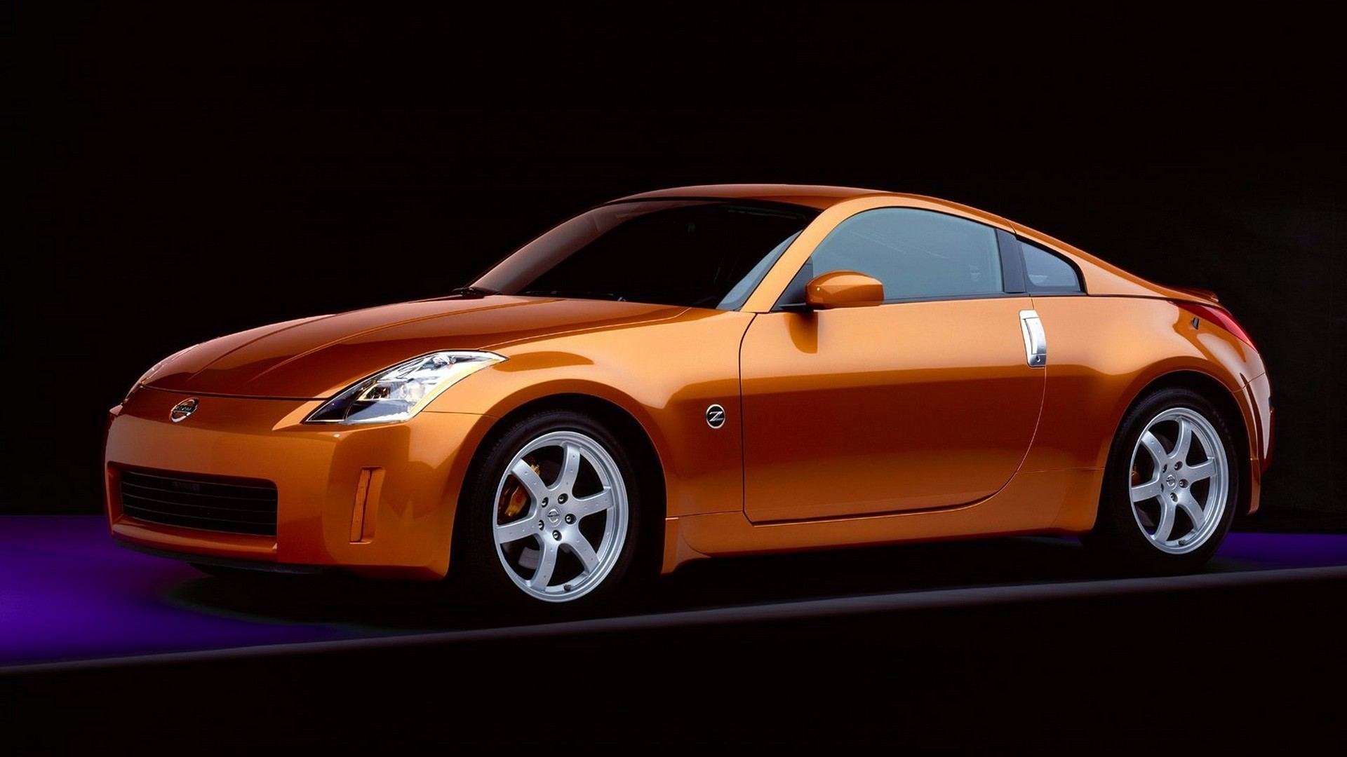 1920x1080 Orange Nissan 350Z on a black background