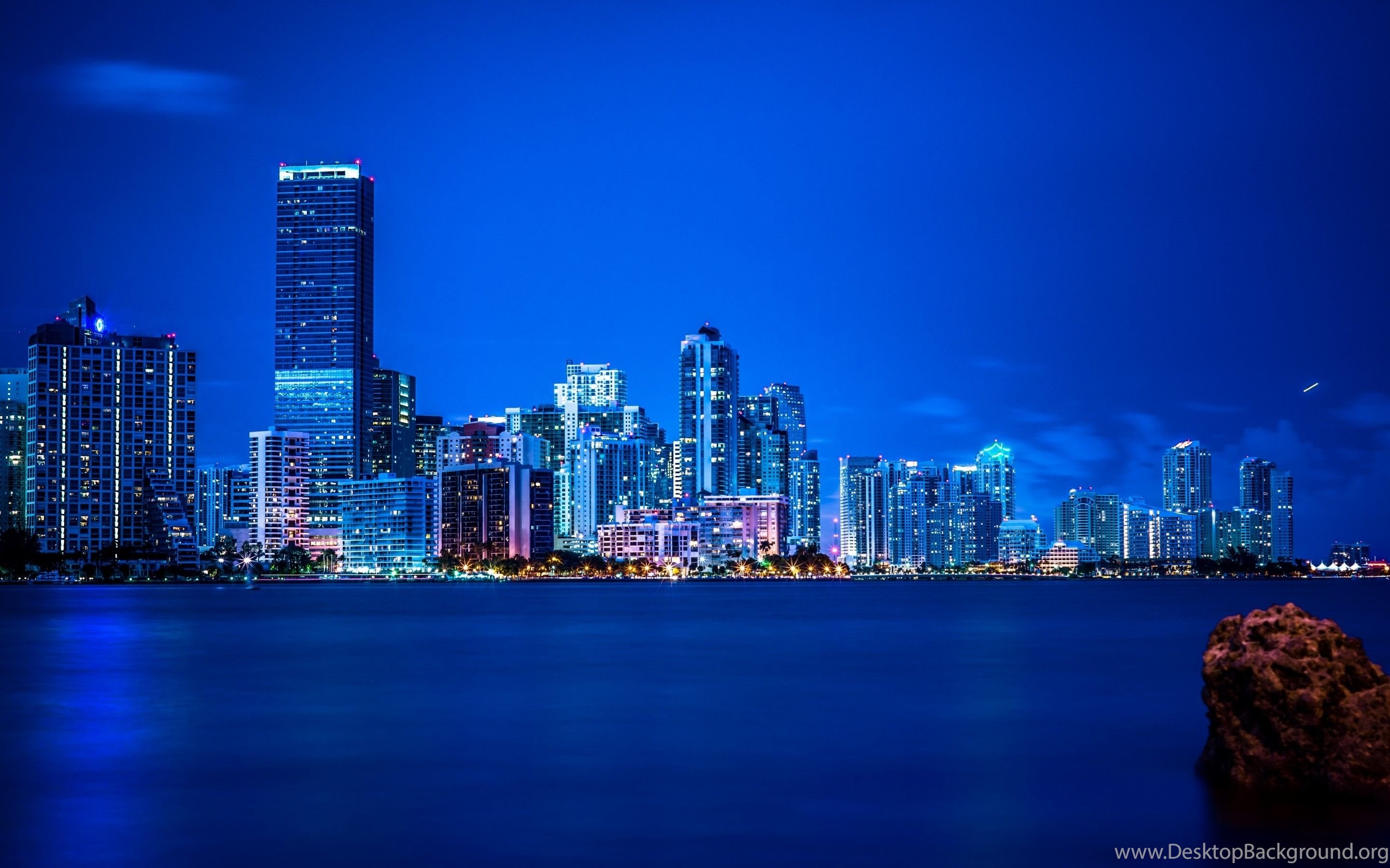 2880x1800 Miami Night Lights Panorama Vice City Wallpapers