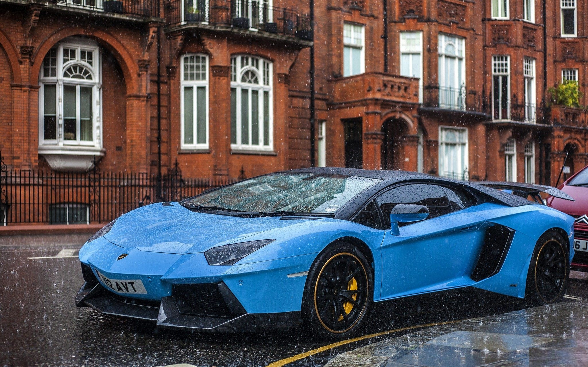 2048x1280 Aventador Lamborghini Blue Car in Rain HD Luxury Wallpaper