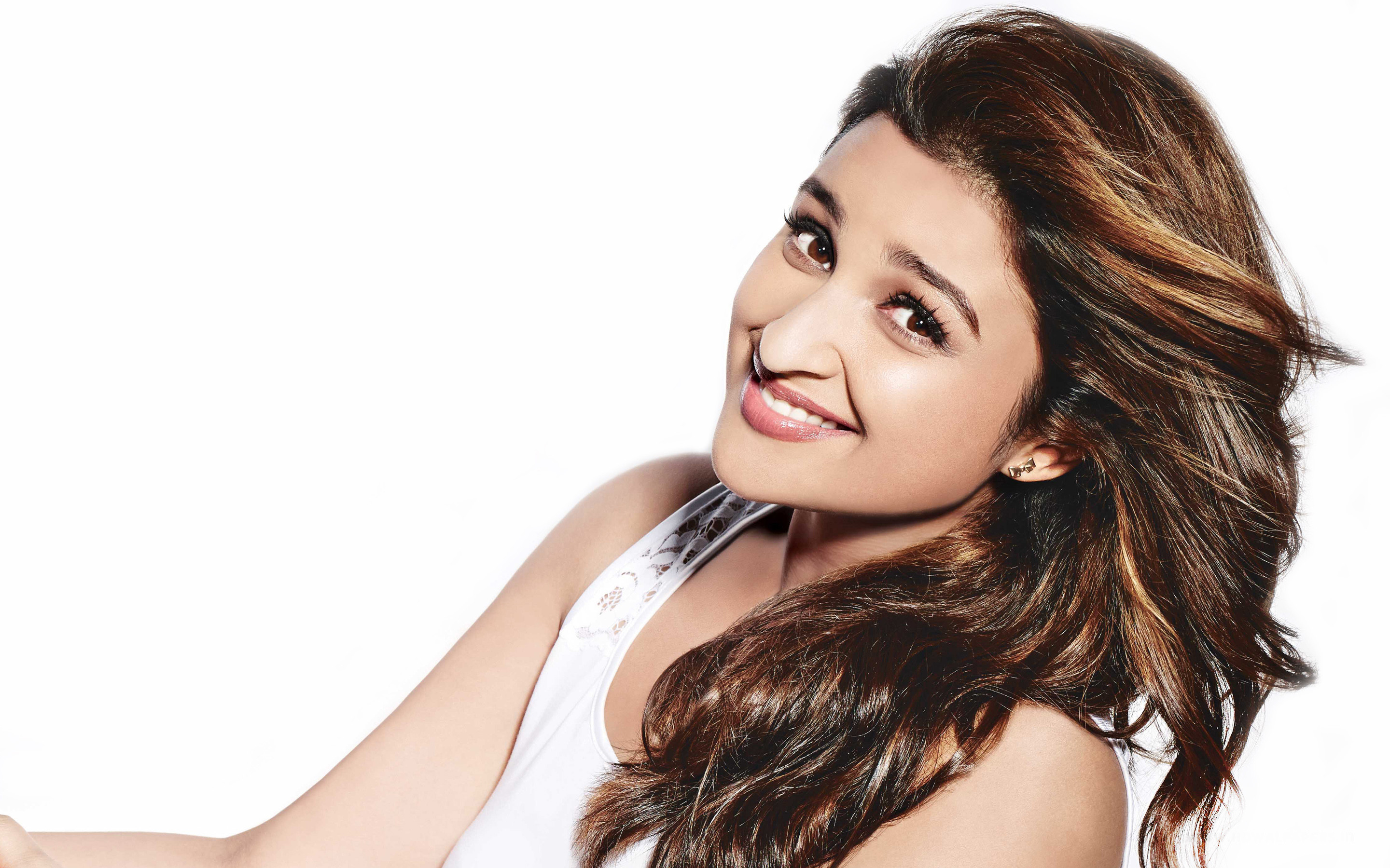 2880x1800 Beautiful Smile of Beautiful Parineeti Chopra