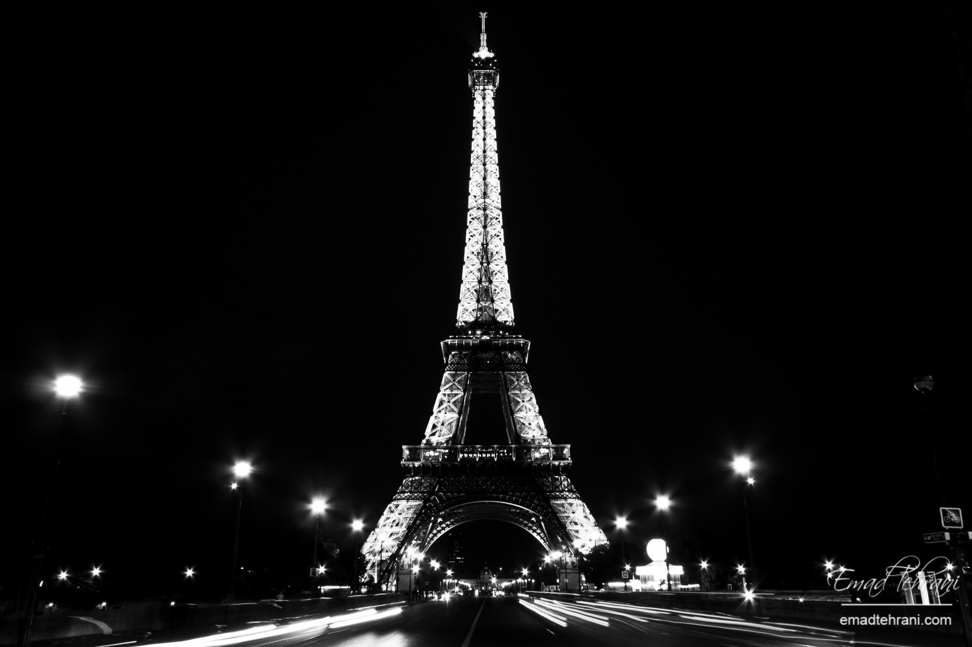 2000x1332 Night-lights-of-Paris-and-the-Eiffel-Tower-