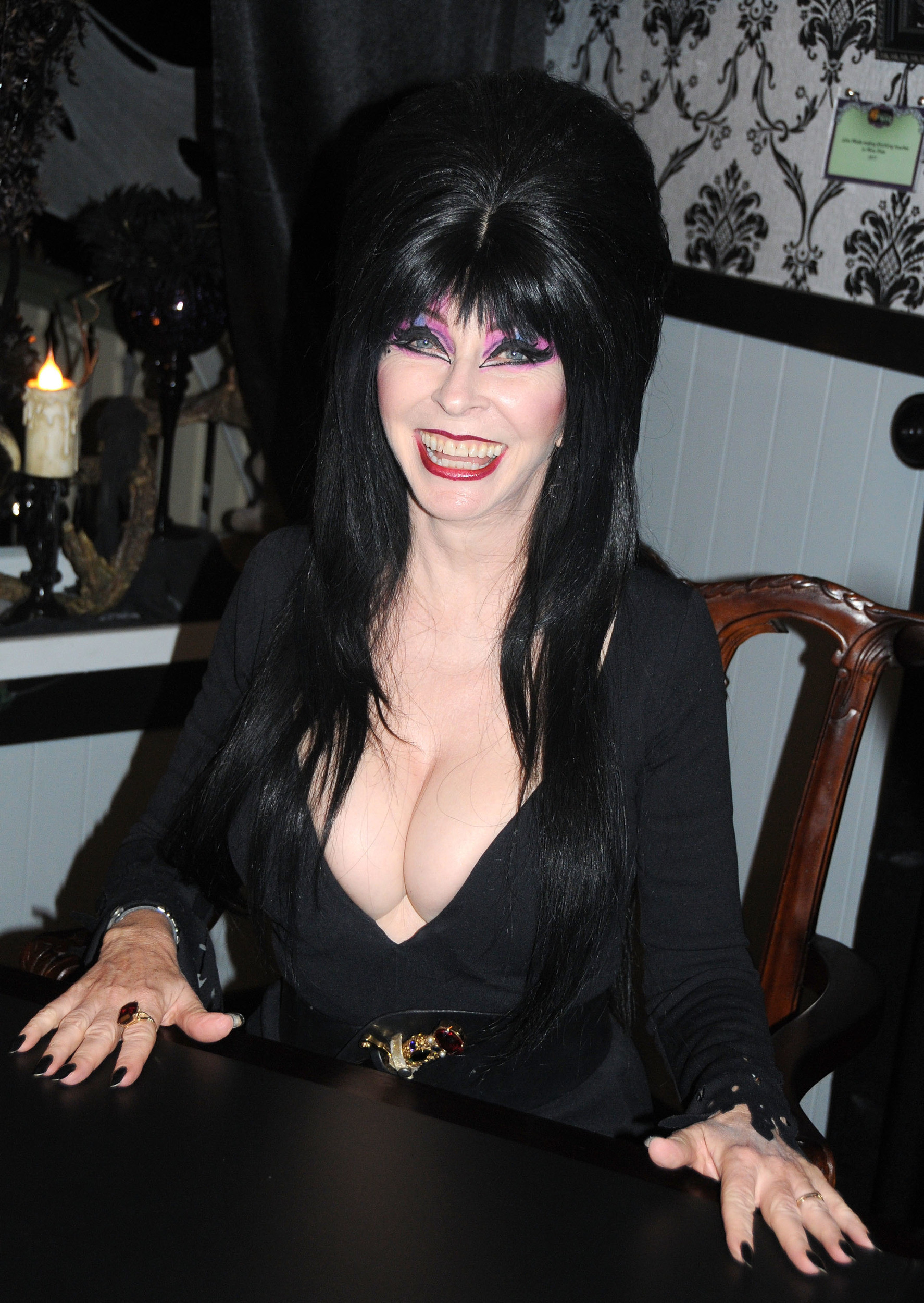 1774x2500 Never-before-seen photos of Elvira released in 'coffin-table book'