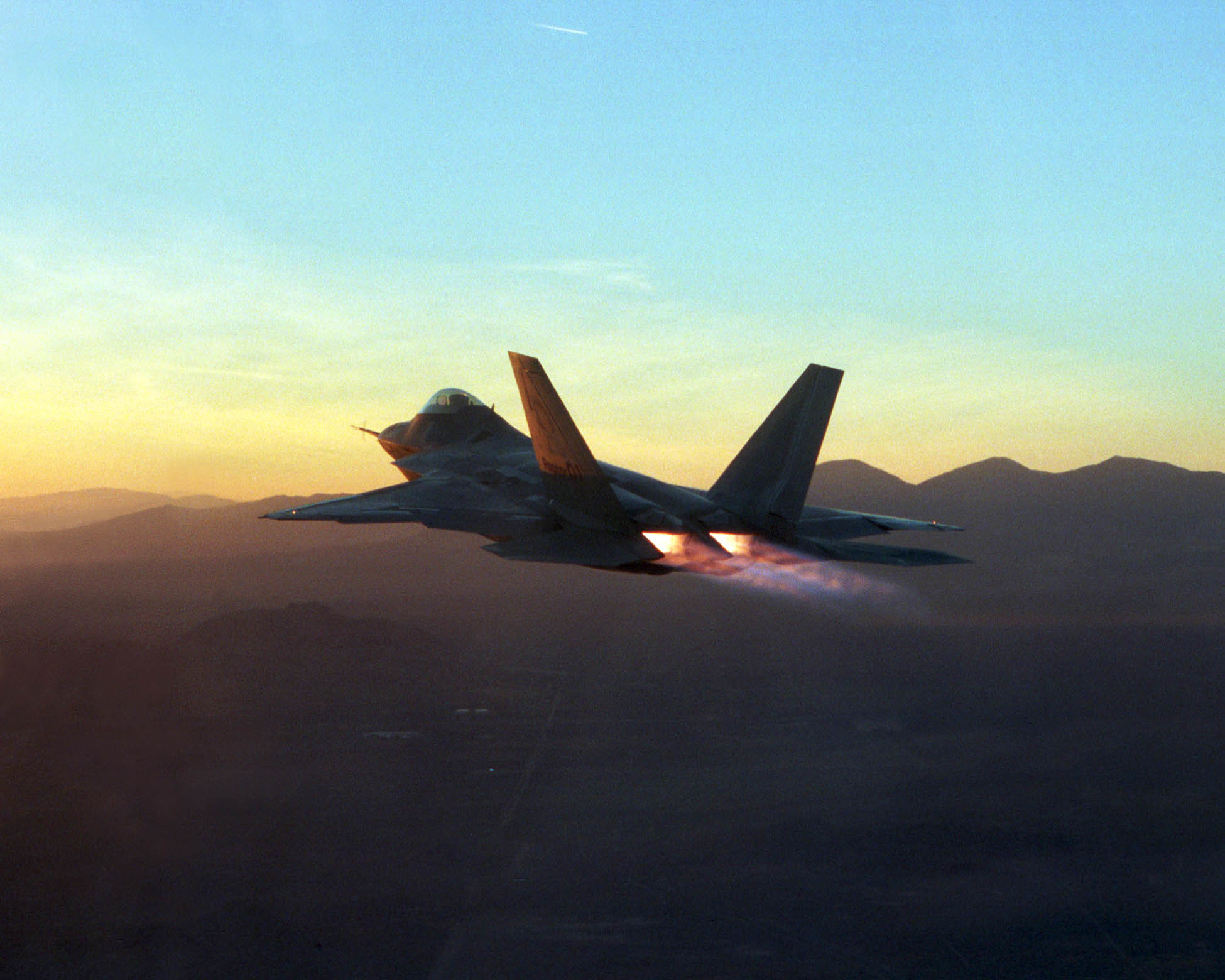 1950x1560 Military - Lockheed Martin F-22 Raptor Wallpaper