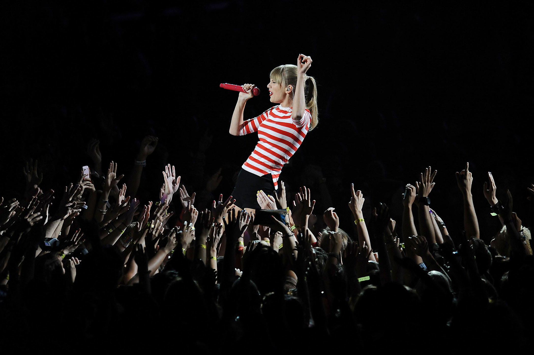 2100x1395 Taylor Swift performs at the 2012 MTV Video Music Awards at Staples Center  in Los Angeles