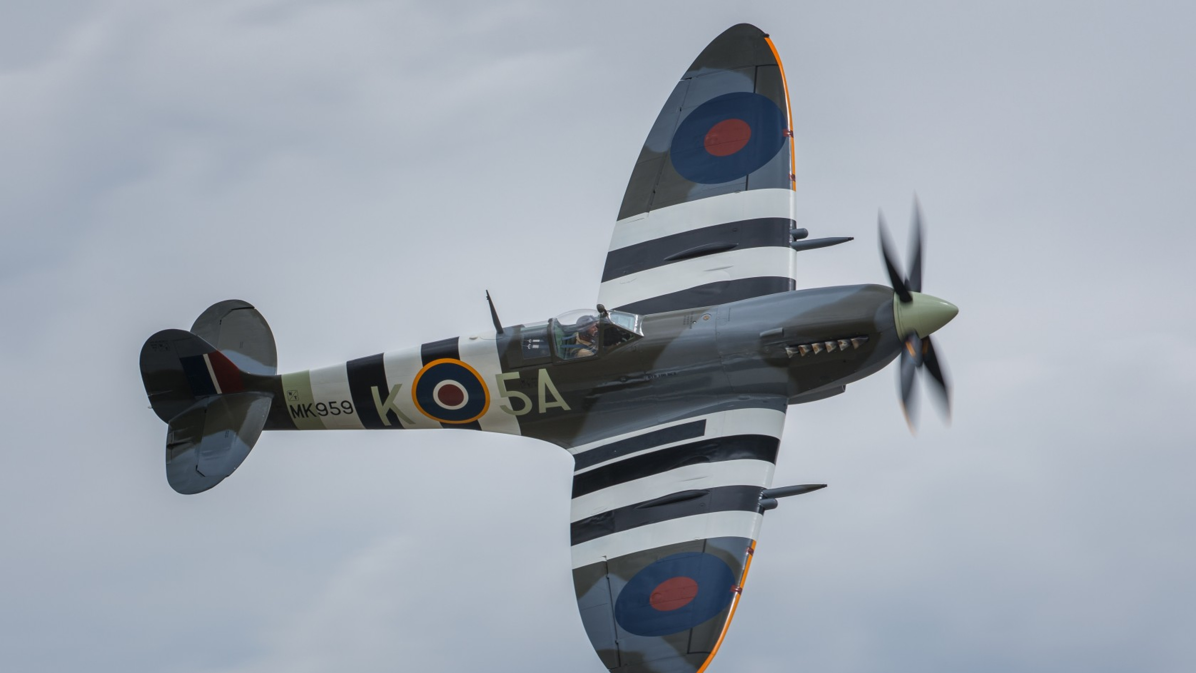 3840x2160  Wallpaper spitfire, aircraft, fighter, flying, sky
