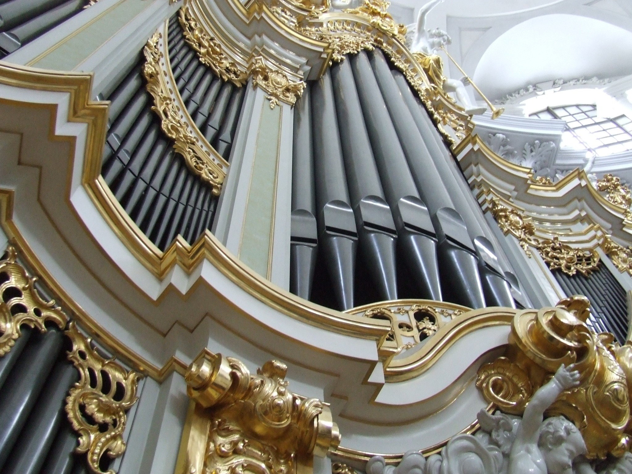 2048x1536 white gray and gold cathedral organ