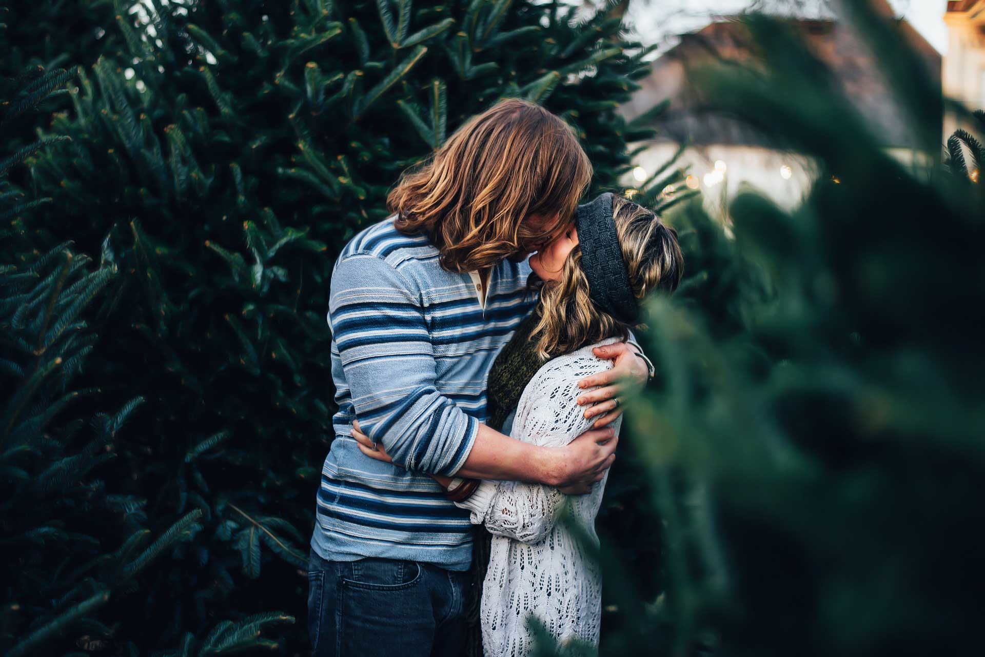 1920x1200 Romantic Couple Kissing In Garden Love HD Wallpaper Couples