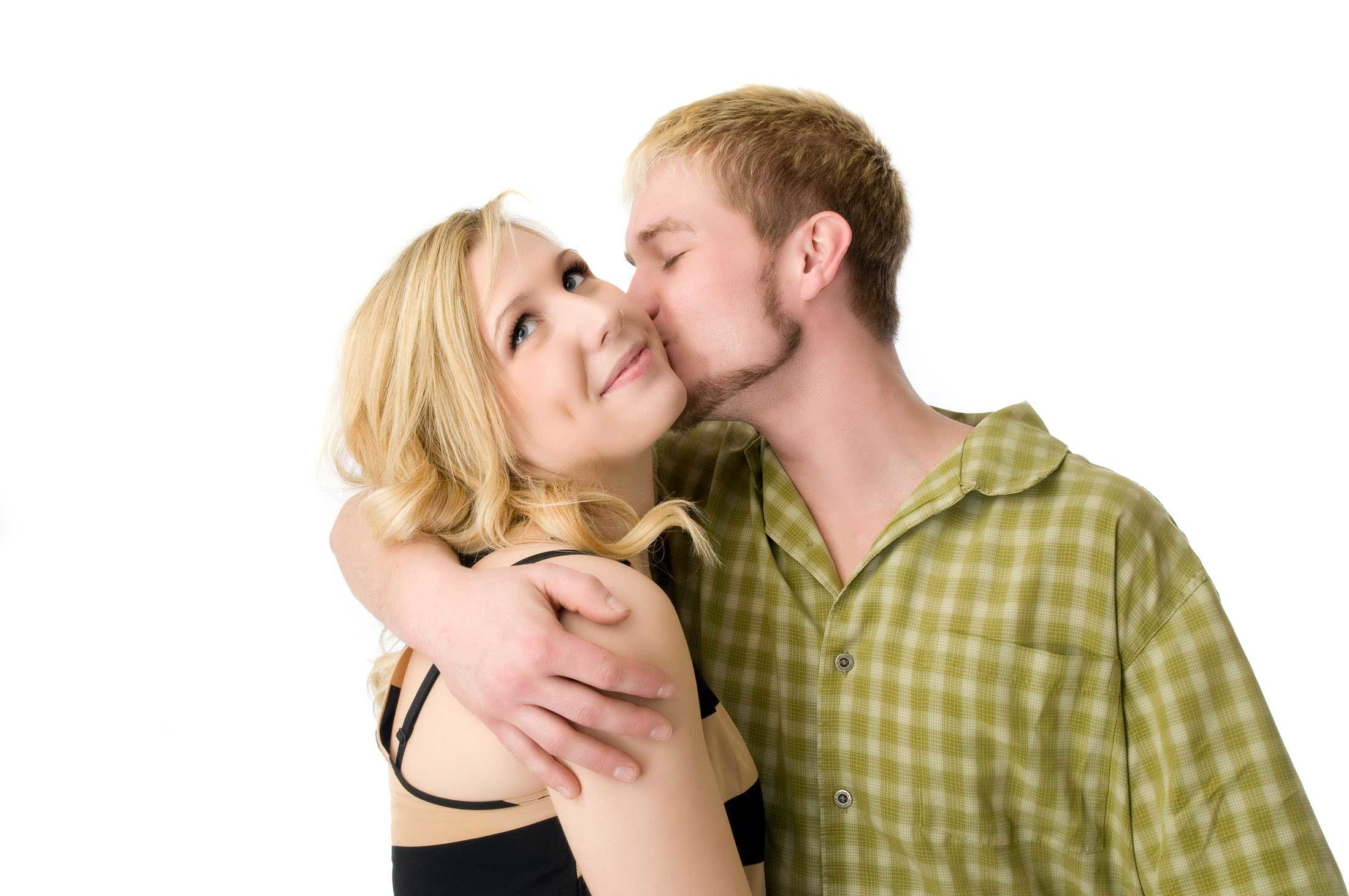 2200x1461 Sweet Kissing Pictures of Lovers