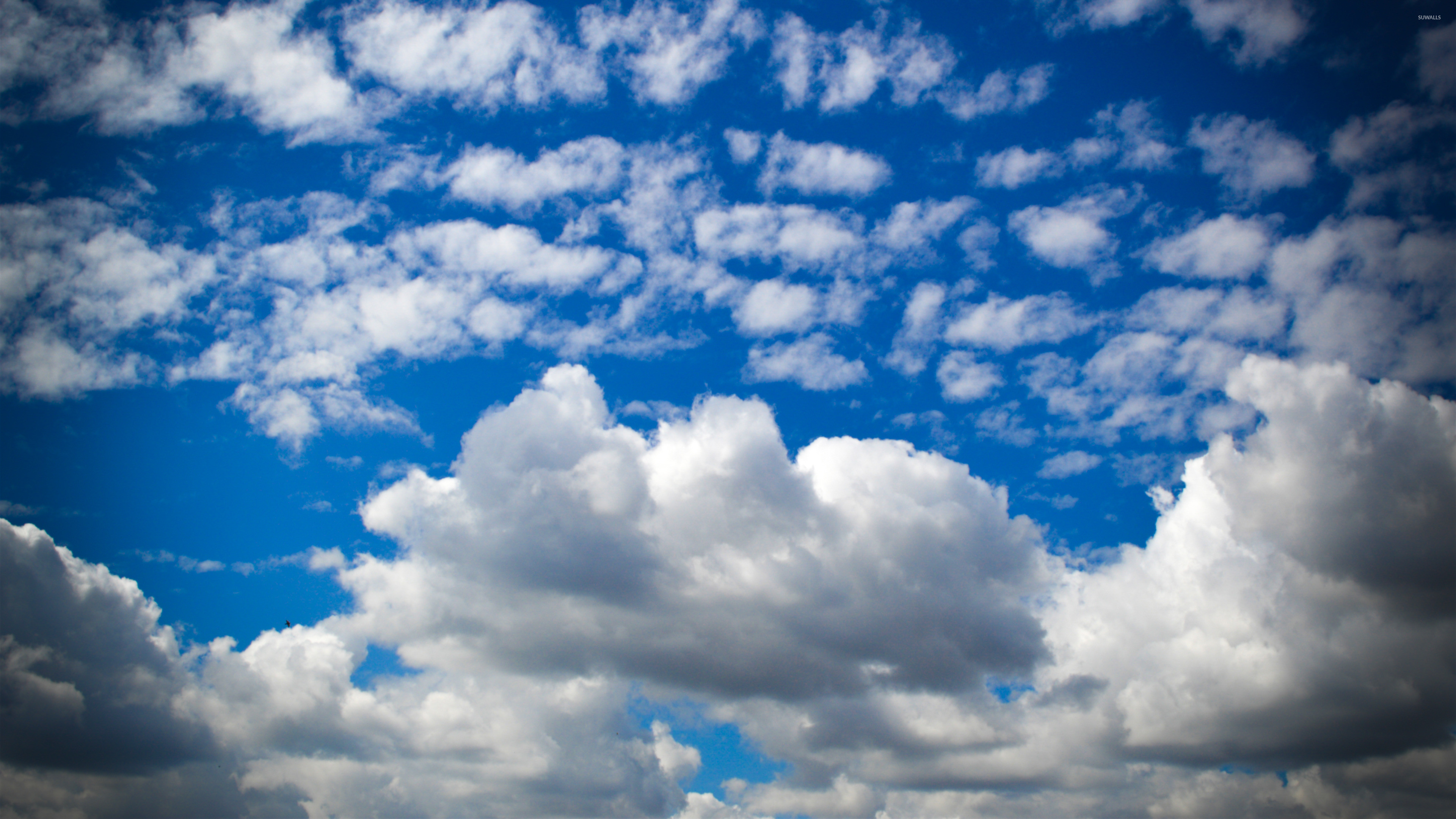 3840x2160 Fluffy clouds on the deep blue sky wallpaper