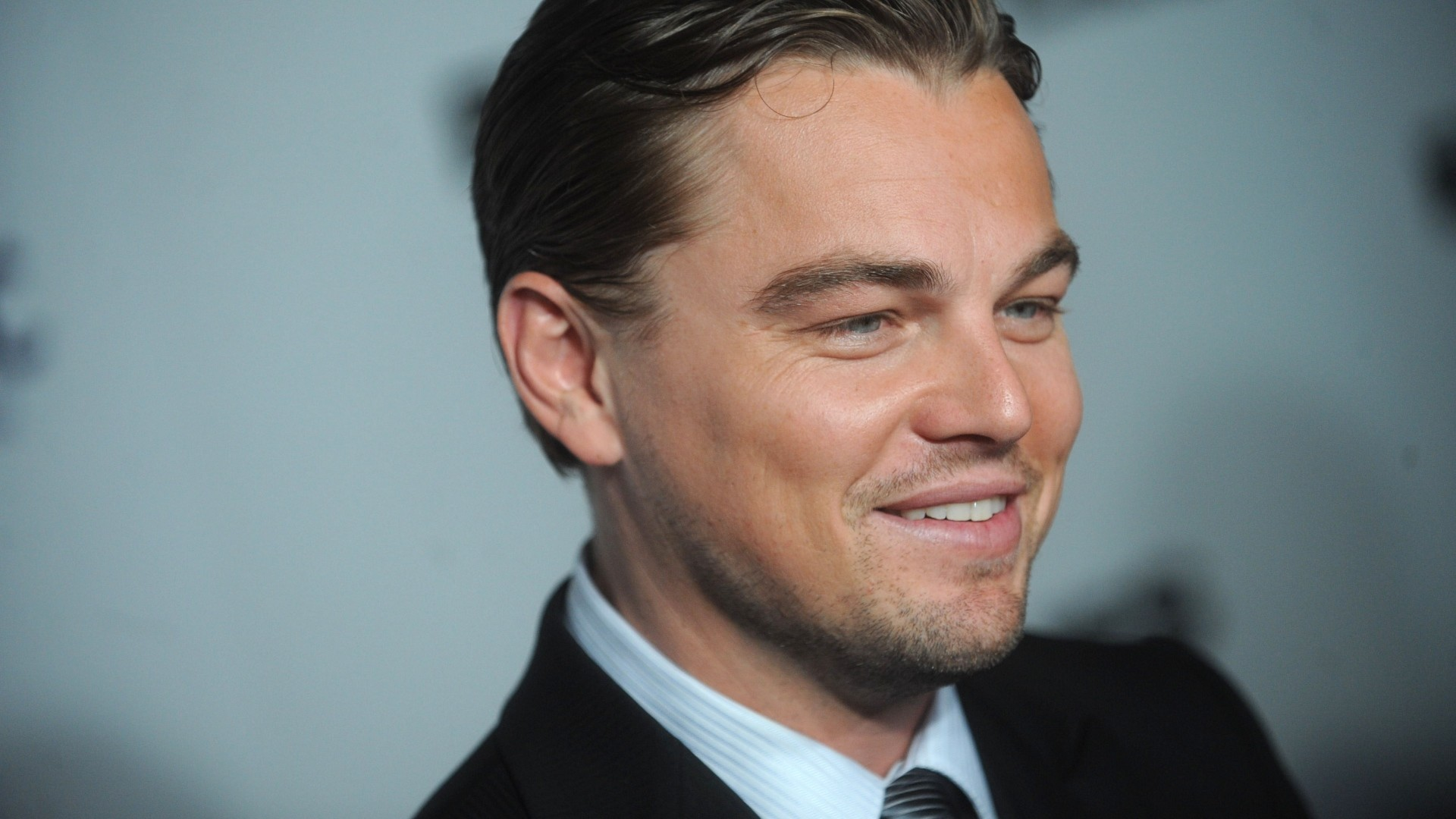 1920x1080  Wallpaper leonardo dicaprio, man, actor, costume, smile, hair,  blue