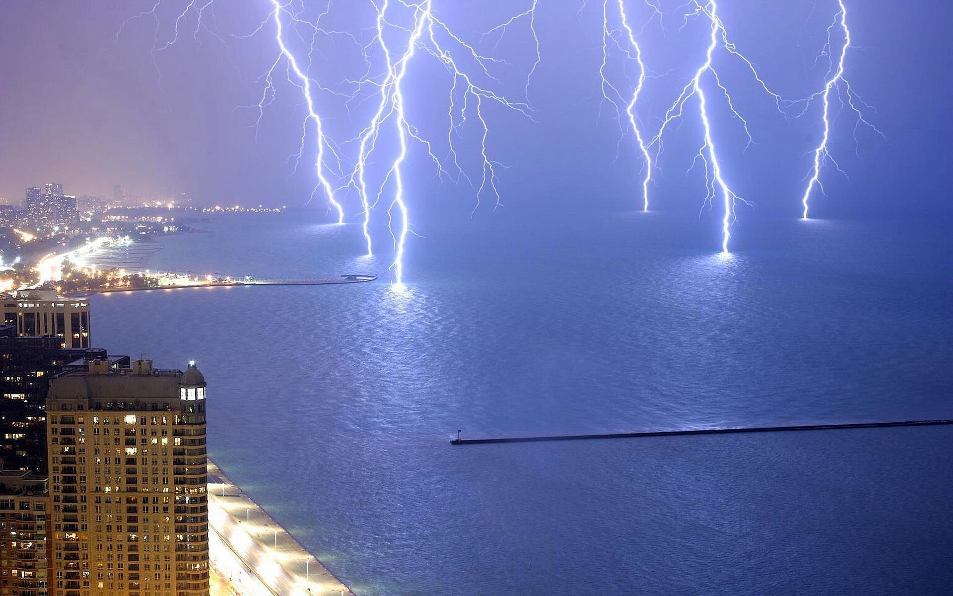 1920x1200 Lightning Strike on Water | HD Wallpaper