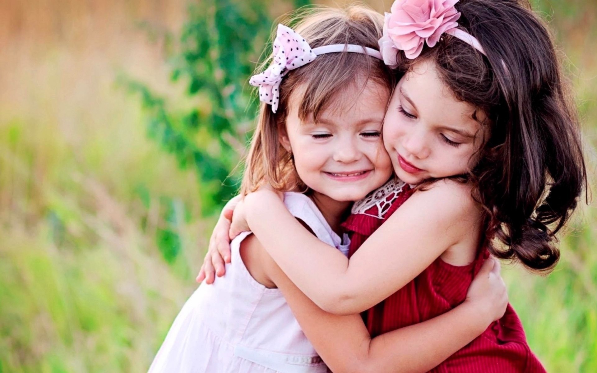 1920x1200 Small-cute-baby-girls-hug-and-love-hd-. beautiful wallpapers of baby