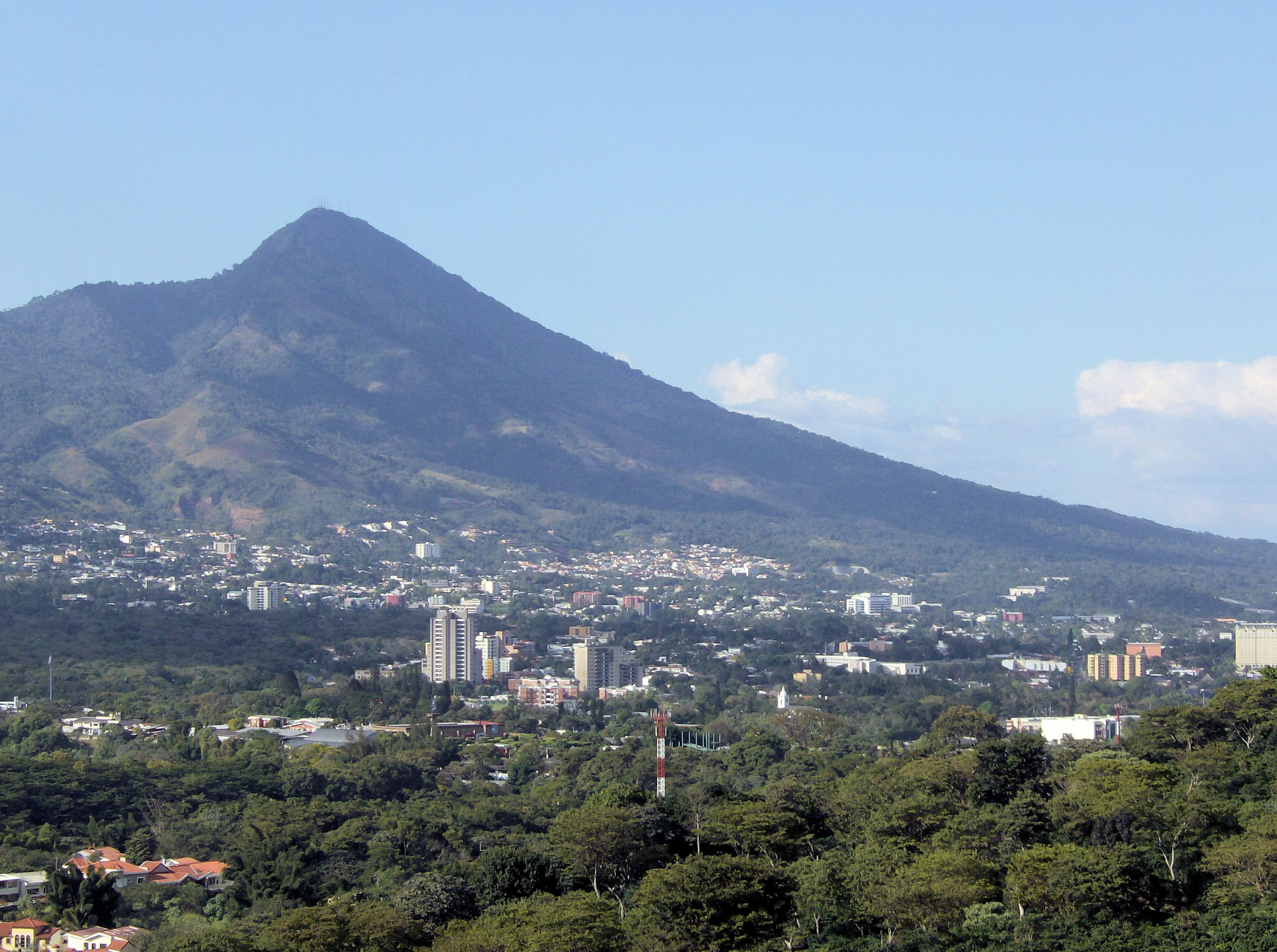 2576x1920 In the New Gangland of El Salvador | by Alma Guillermoprieto | The New York  Review of Books