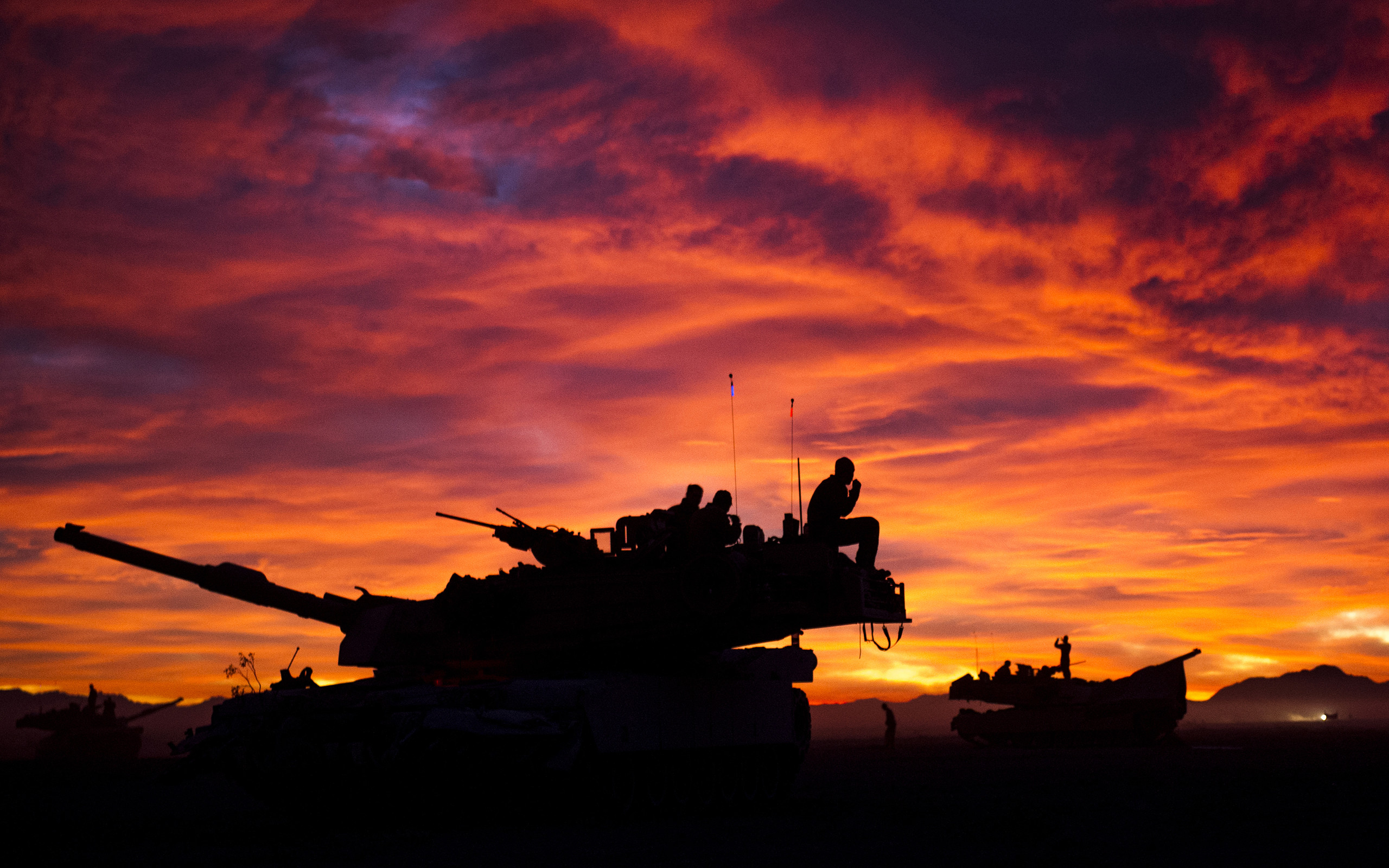 2560x1600 M1A1 Abrams Tank Military Sunrise Tanks United States Marine Corps