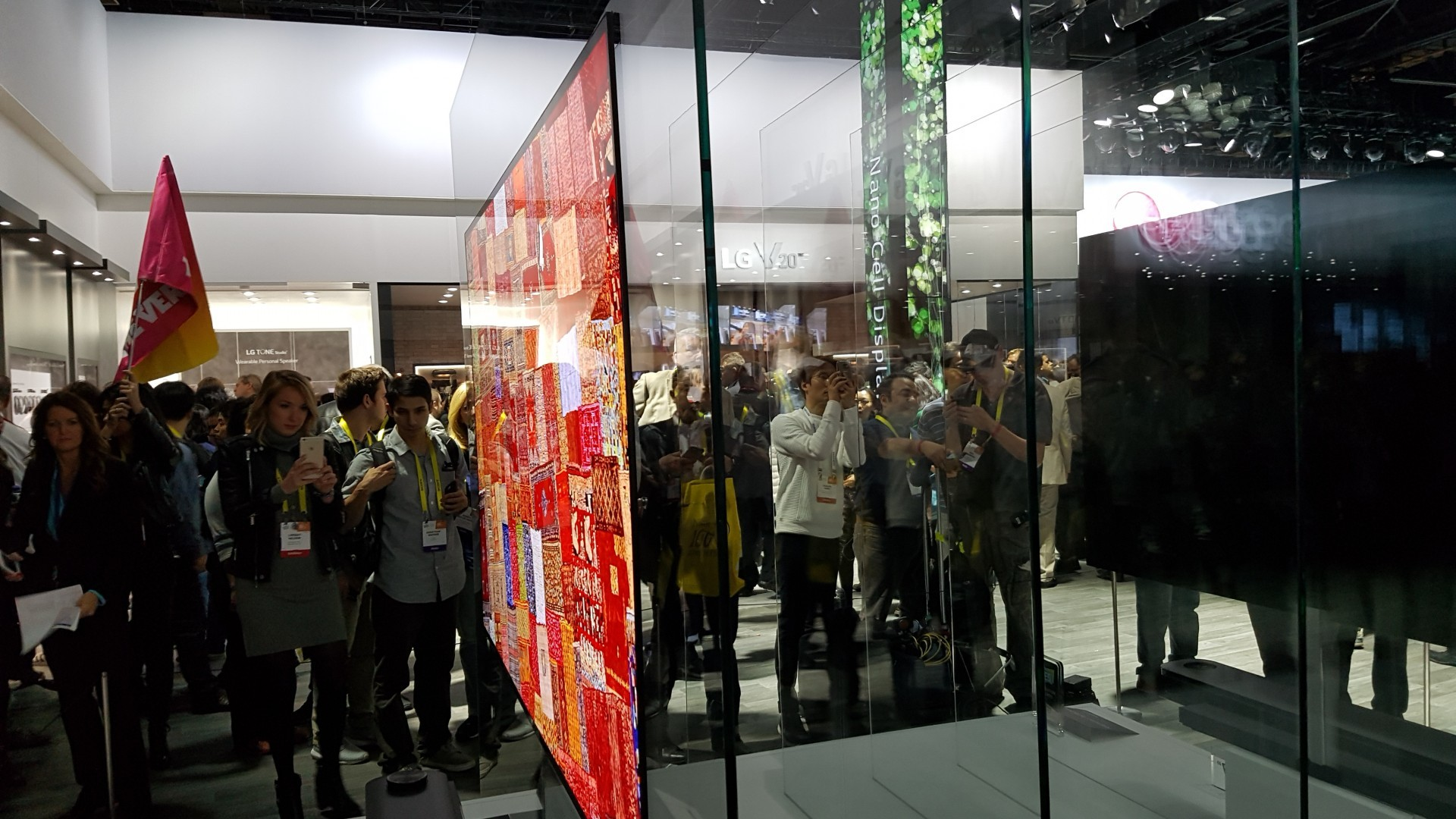 1920x1080 LG Steals the show at CES with a wallpaper thin OLED TV
