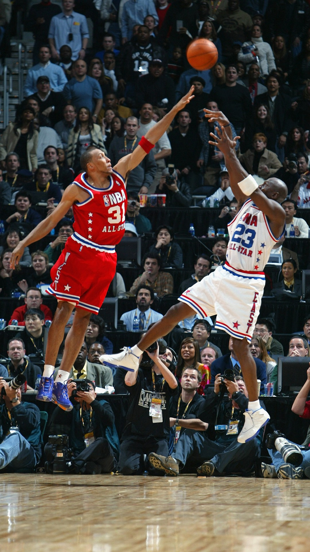 2048x2048 Michael Jordan Basketball Wallpaper Hd