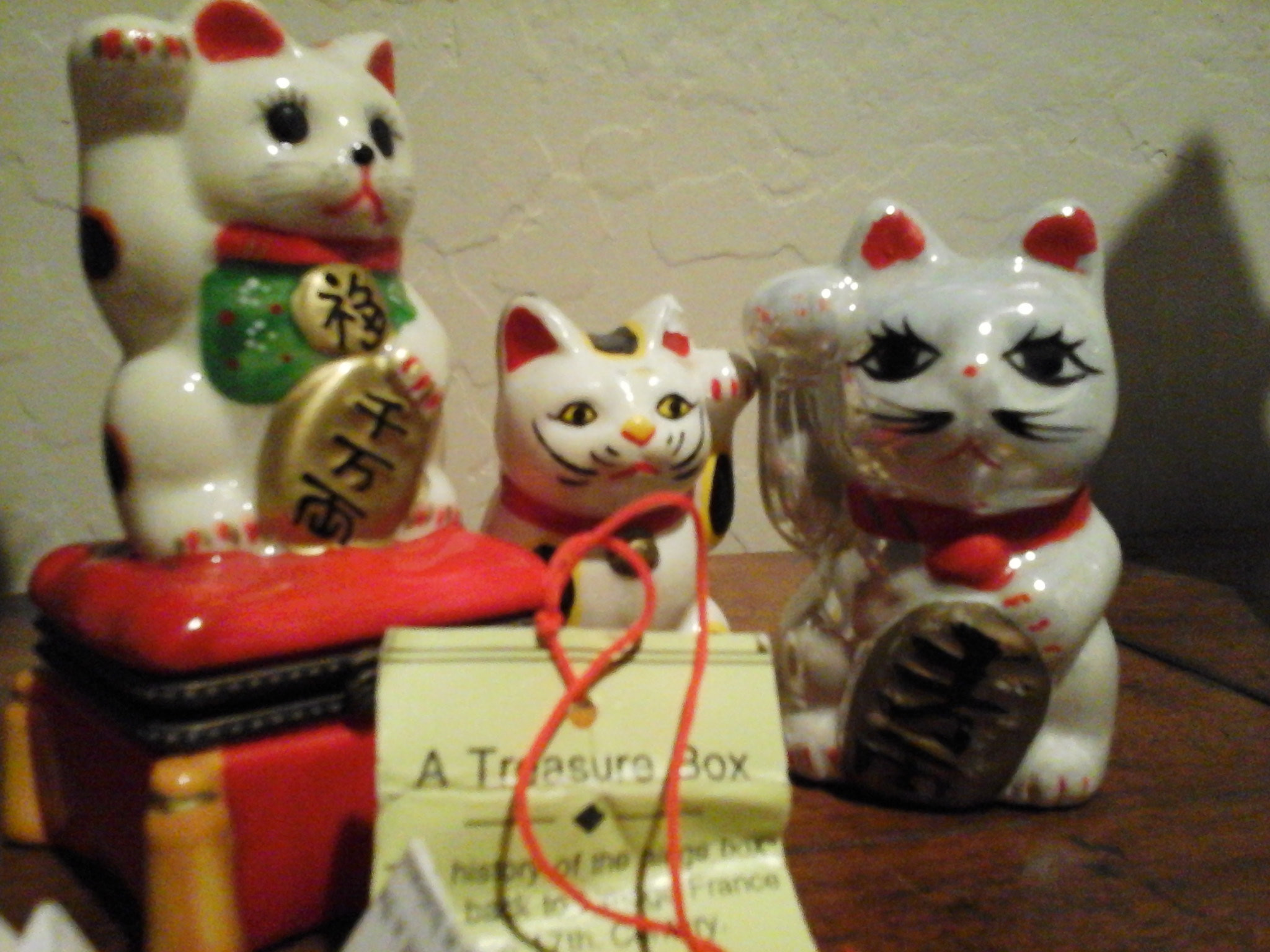 2048x1536 Maneki neko japanese beckoning cat japanese figurine etsy jpg   Chinese lucky cat statues wallpaper