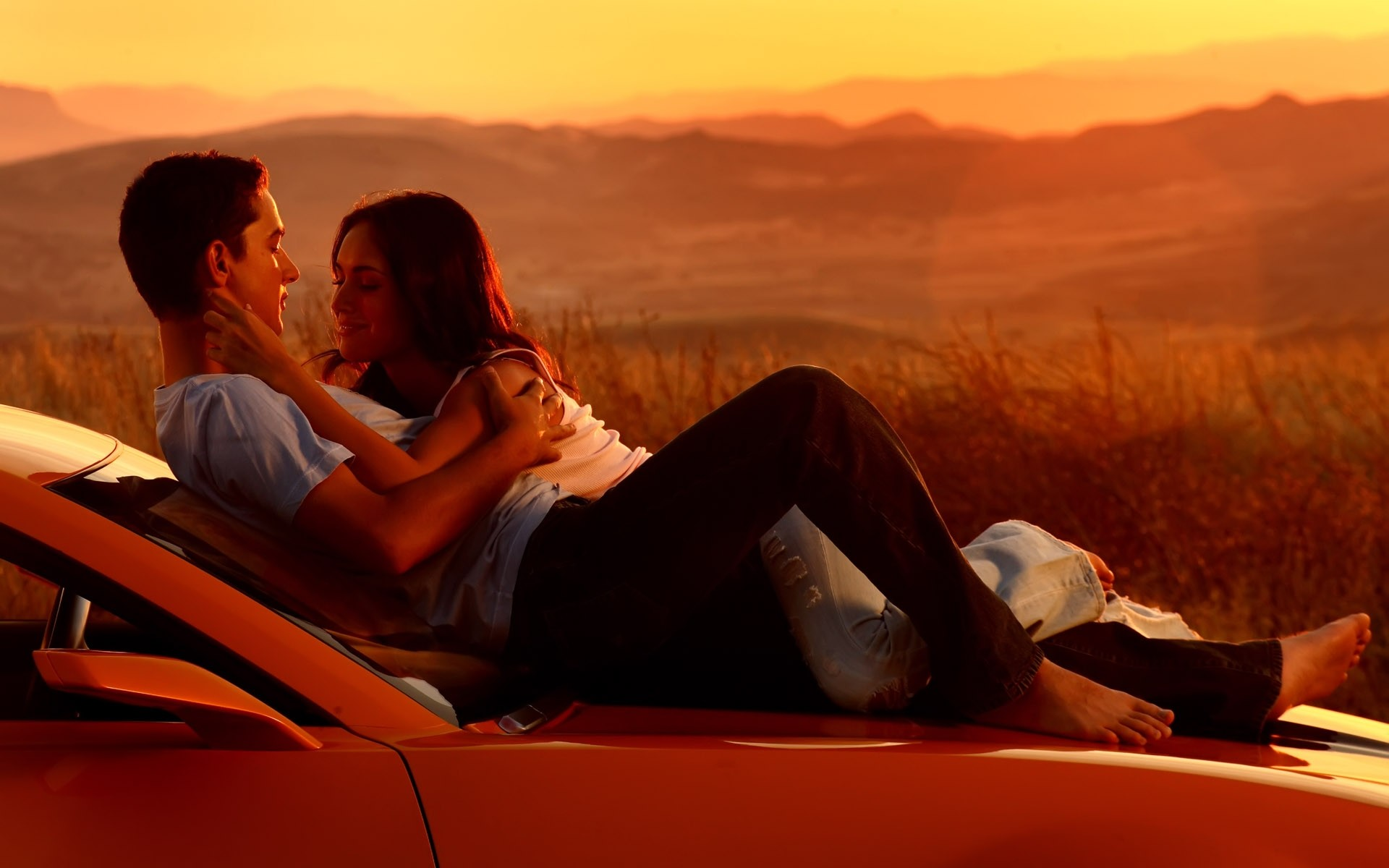 1920x1200 Wallpaper Couple, Romance, Car, Sunset, Kissing, Hugging