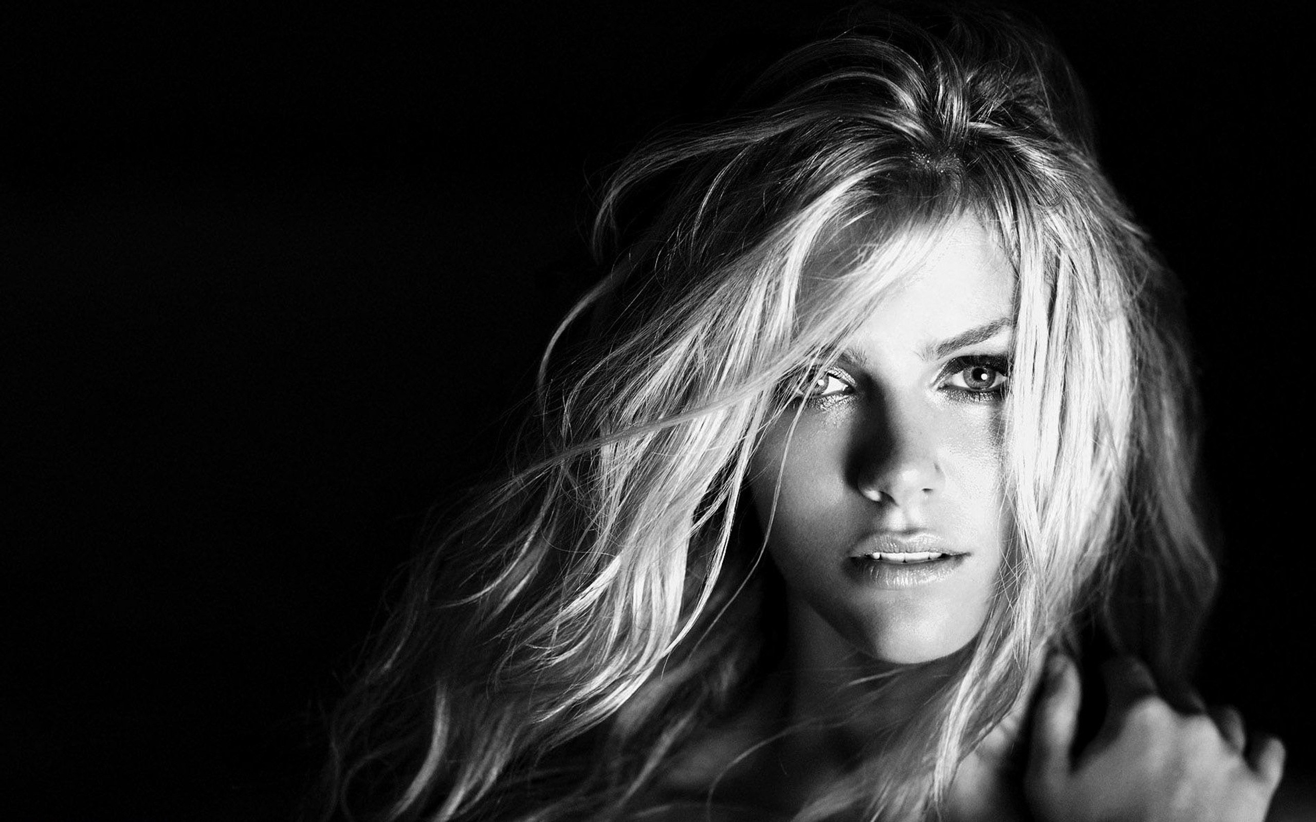 2560x1600 sexy-girl-wallpaper-12;  blondes_women_models_brooklyn_decker_monochrome_black_background__wallpaper_Wallpaper__www_wallpaperswa_com