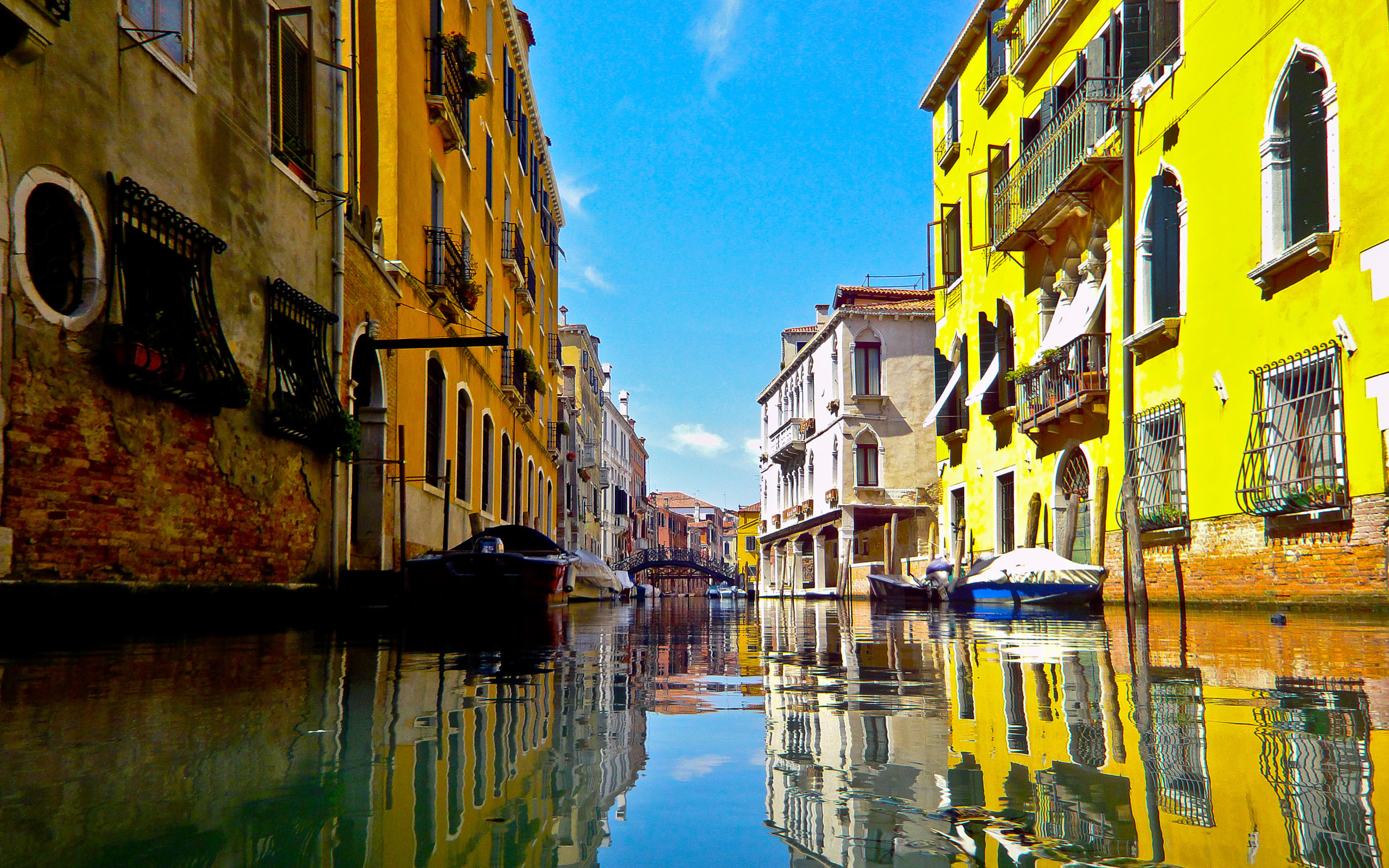 2560x1600 ... Download Wallpaper 3840x2160 Italy, Venice, River, House, Dock 4K .
