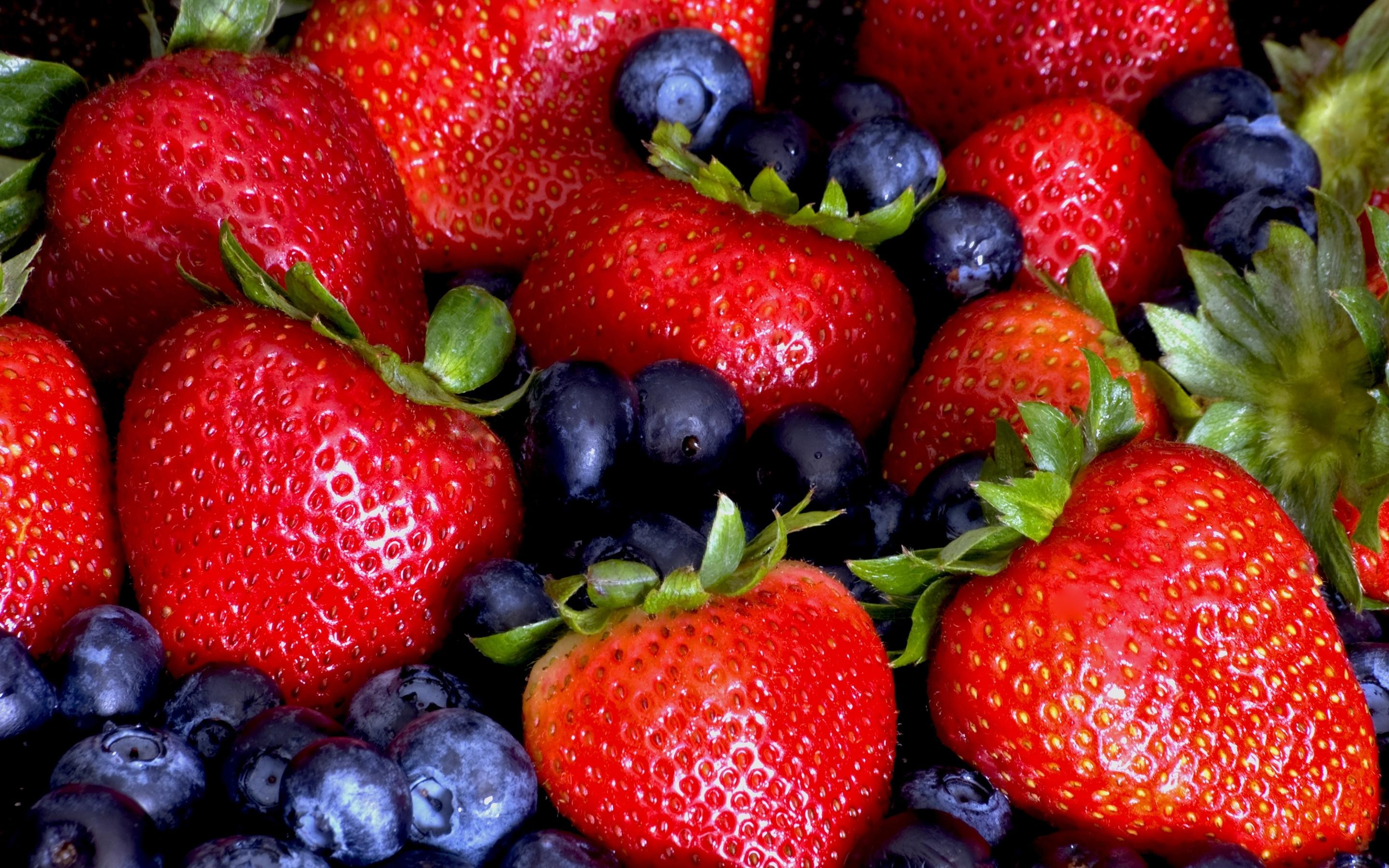 2880x1800 Strawberries, And, Blueberrieshd, Background, Wallpaper, Pictures, Free,  For, Desktop, Background, Hd Images, High Resolution Photos, Display, ...