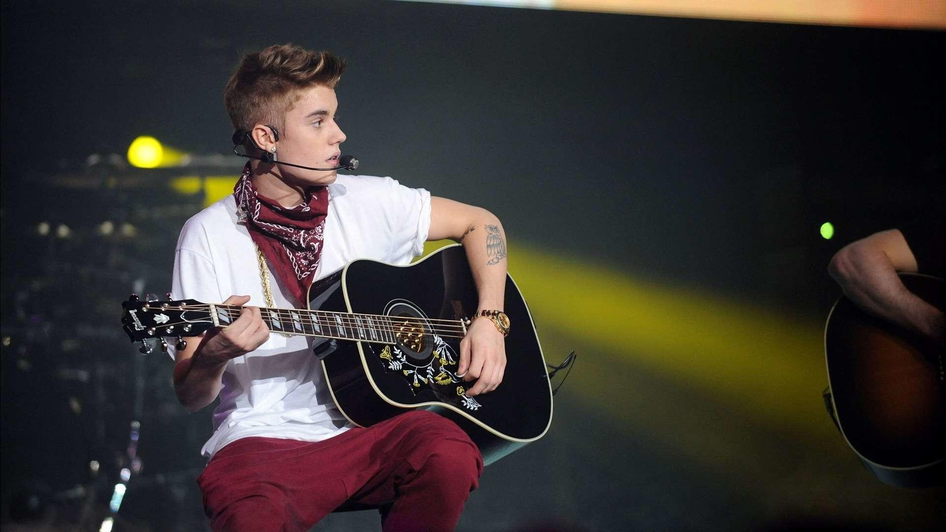 2048x1152 Justin Bieber HD Background