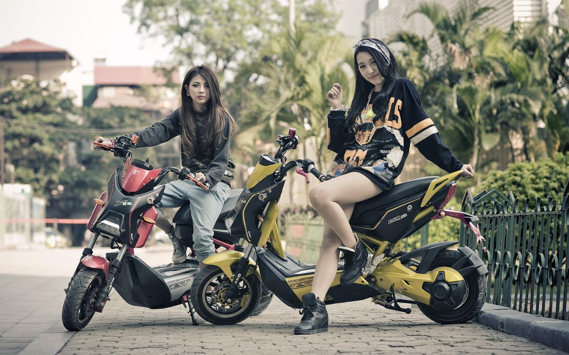 Motorcycle Girl Wallpaper