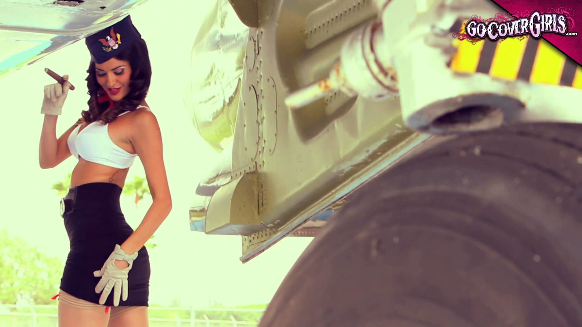 1920x1080 Sindy Perez - Military Pin Up Shoot