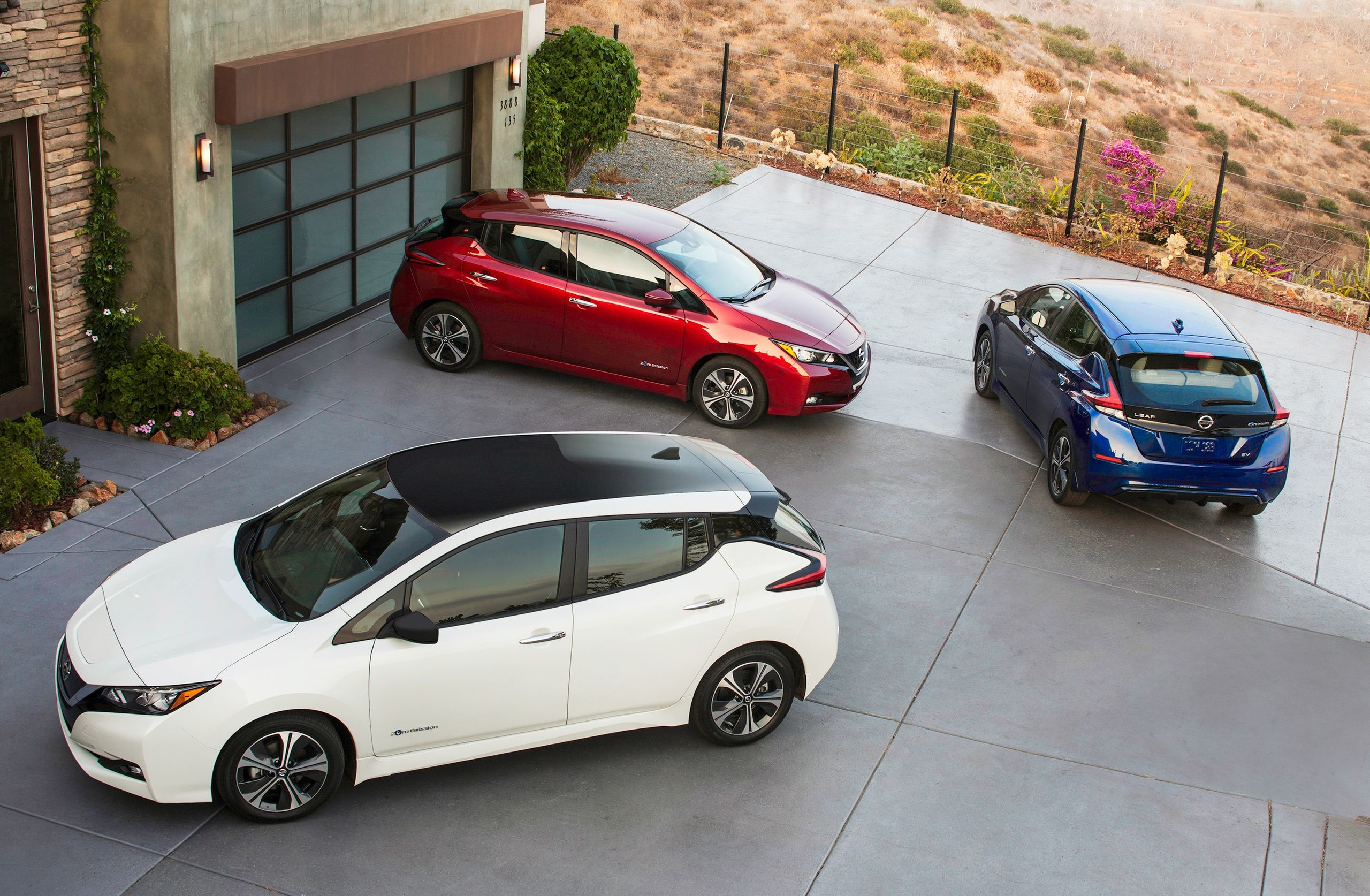 2560x1674 2018 Nissan LEAF Wallpaper Galore: Own It In January, On Your Desktop Now