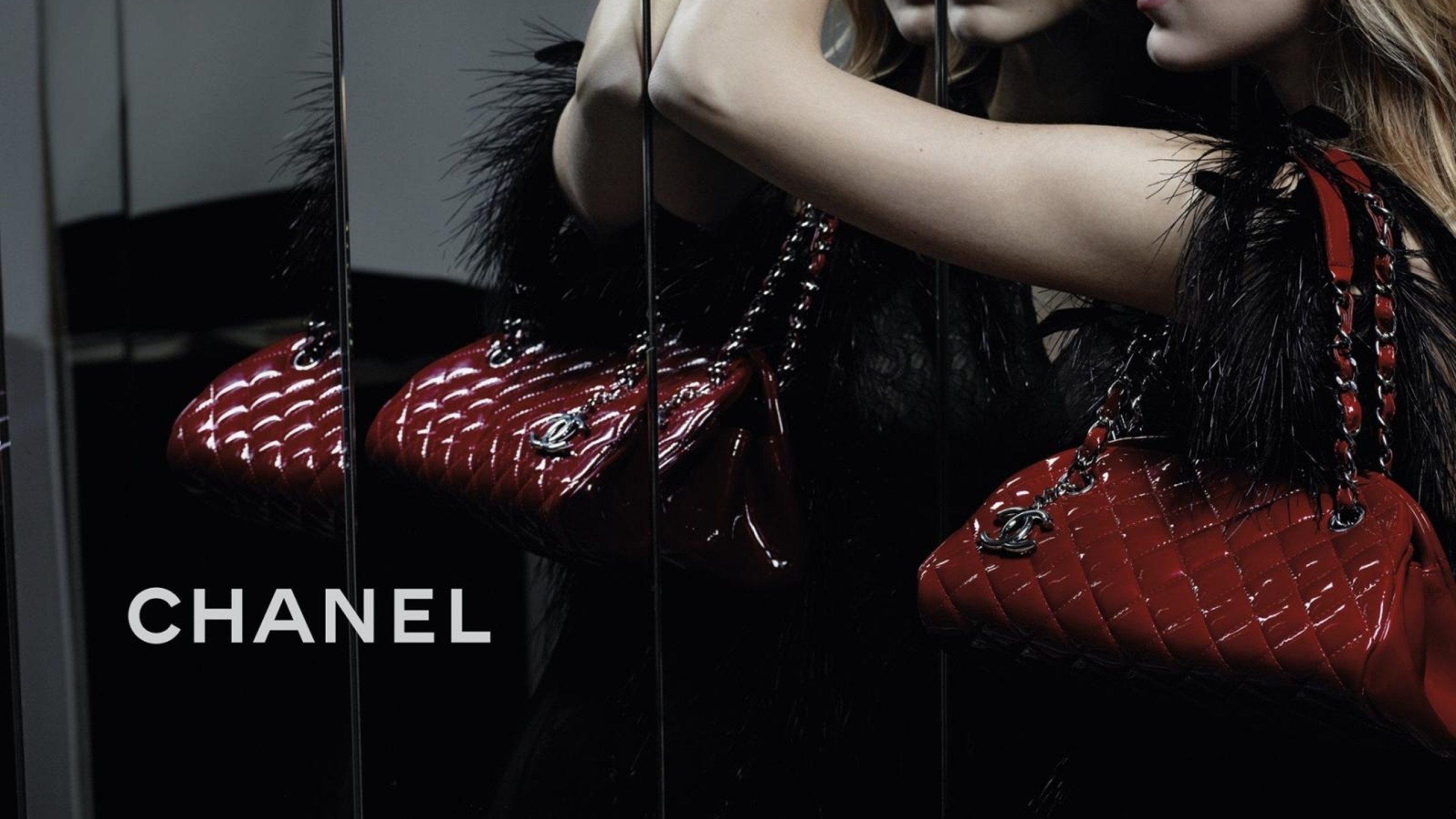 2560x1440 Preview wallpaper chanel, girl, bag