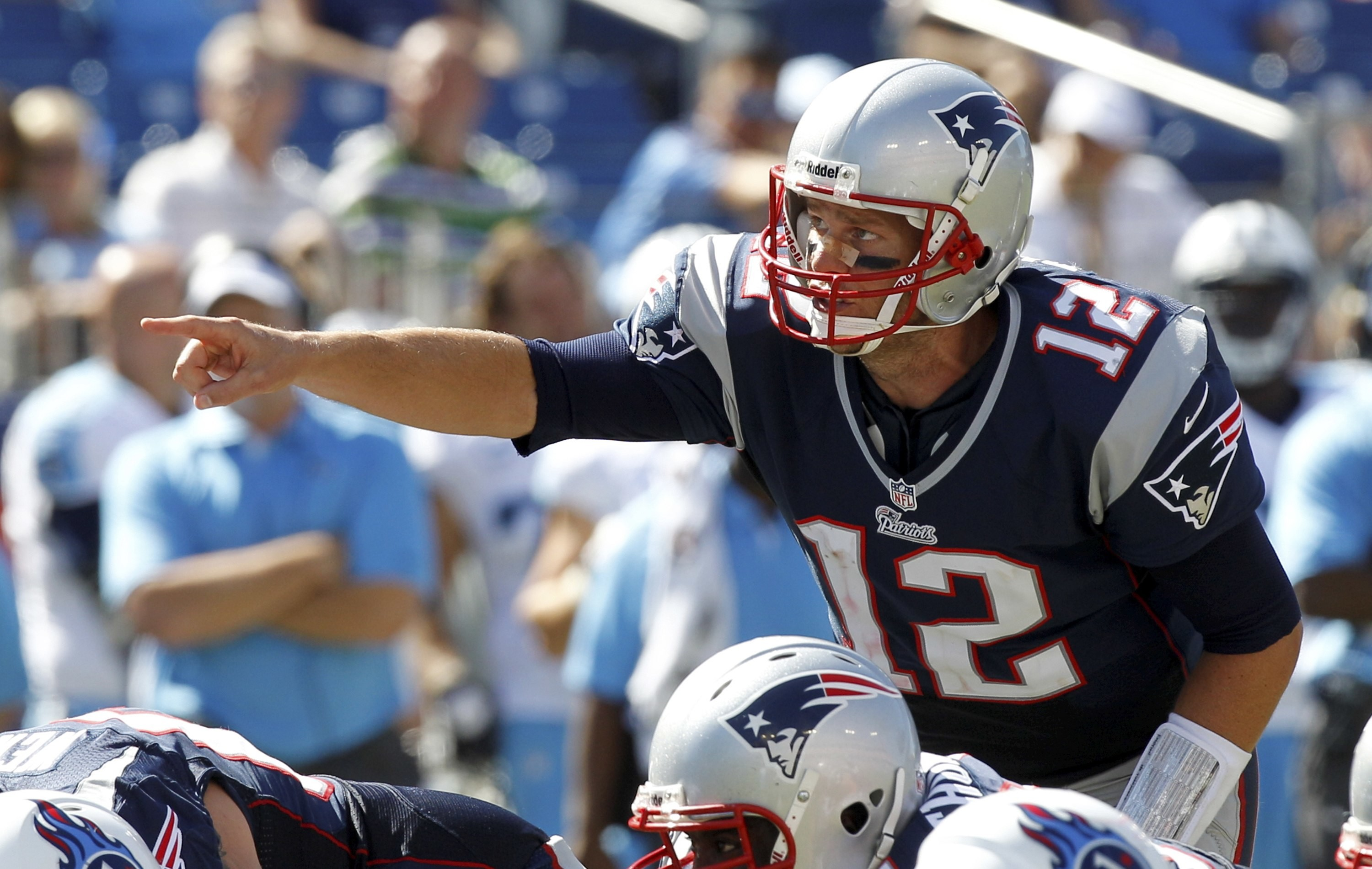 3000x1901 New England Patriots quarterback Tom Brady calls a play during the second  half of their NFL
