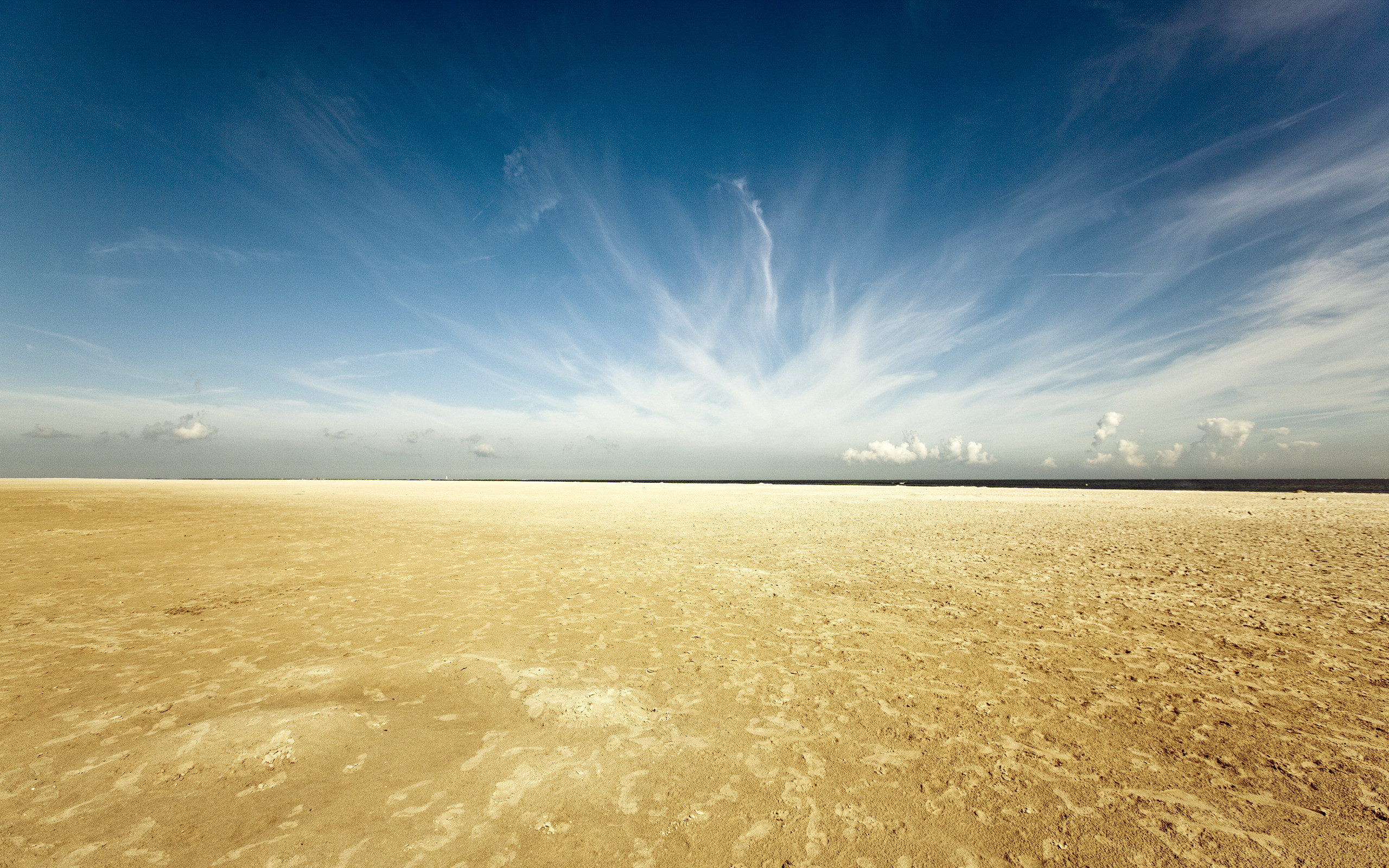 2560x1600 Bild: Yellow Sand Desert Blue Sky wallpapers and stock photos. Â«
