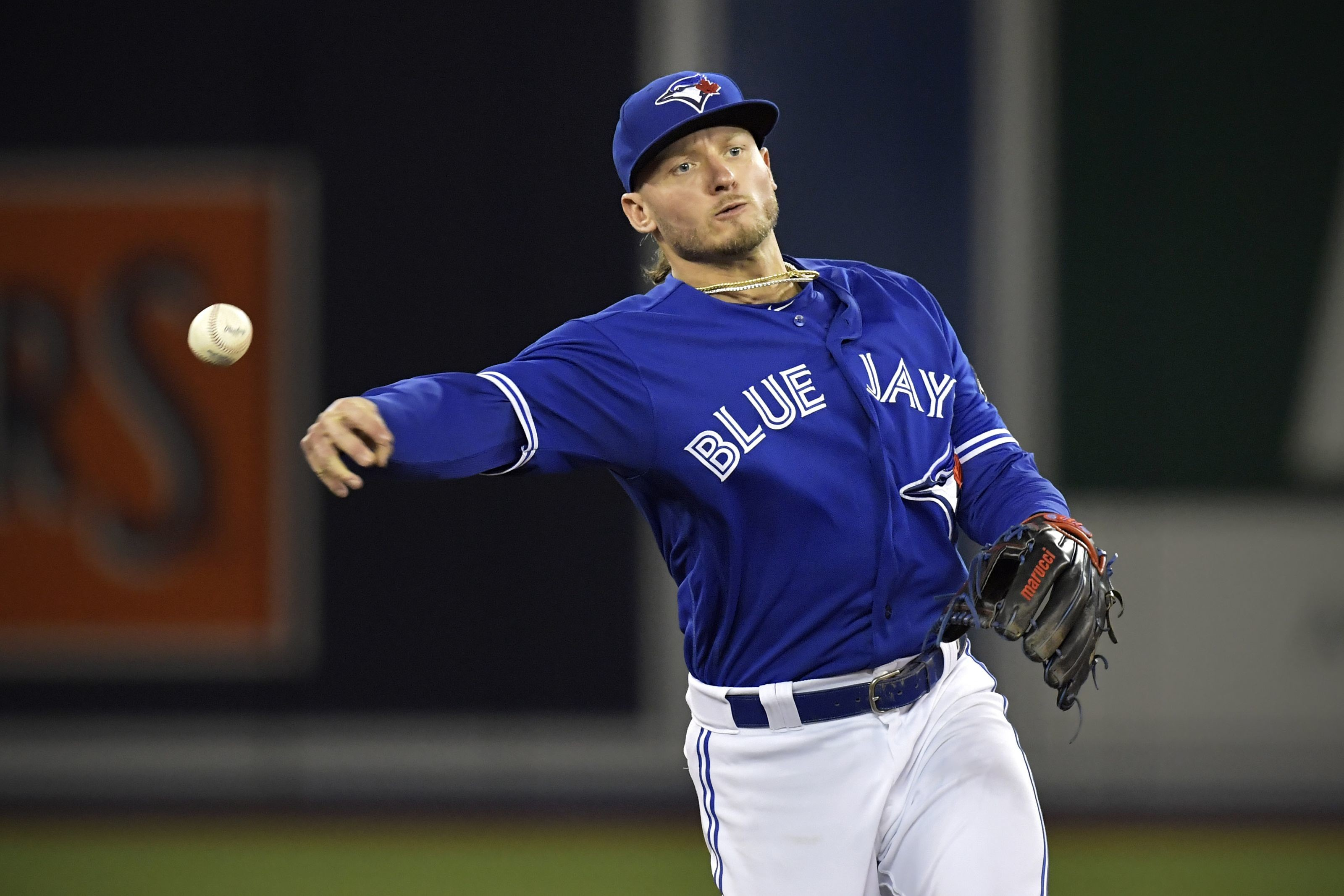 3200x2134 TORONTO, ON – MAY 19: Toronto Blue Jays Third baseman Josh Donaldson (20)  makes a throw to first from the infield to get the runner out during the  MLB game ...