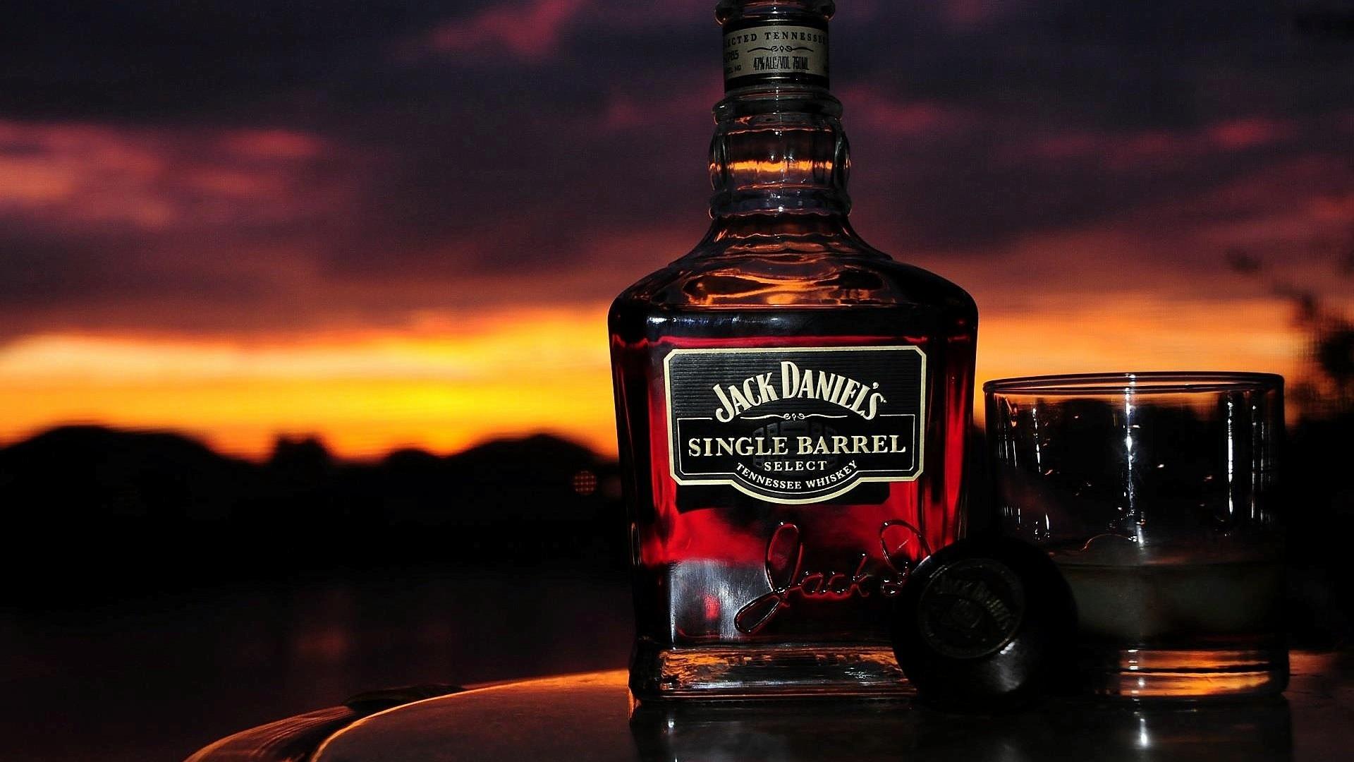 Wallpaper Jack Daniels >> Fireball Whisky Wallpaper (74+ images)