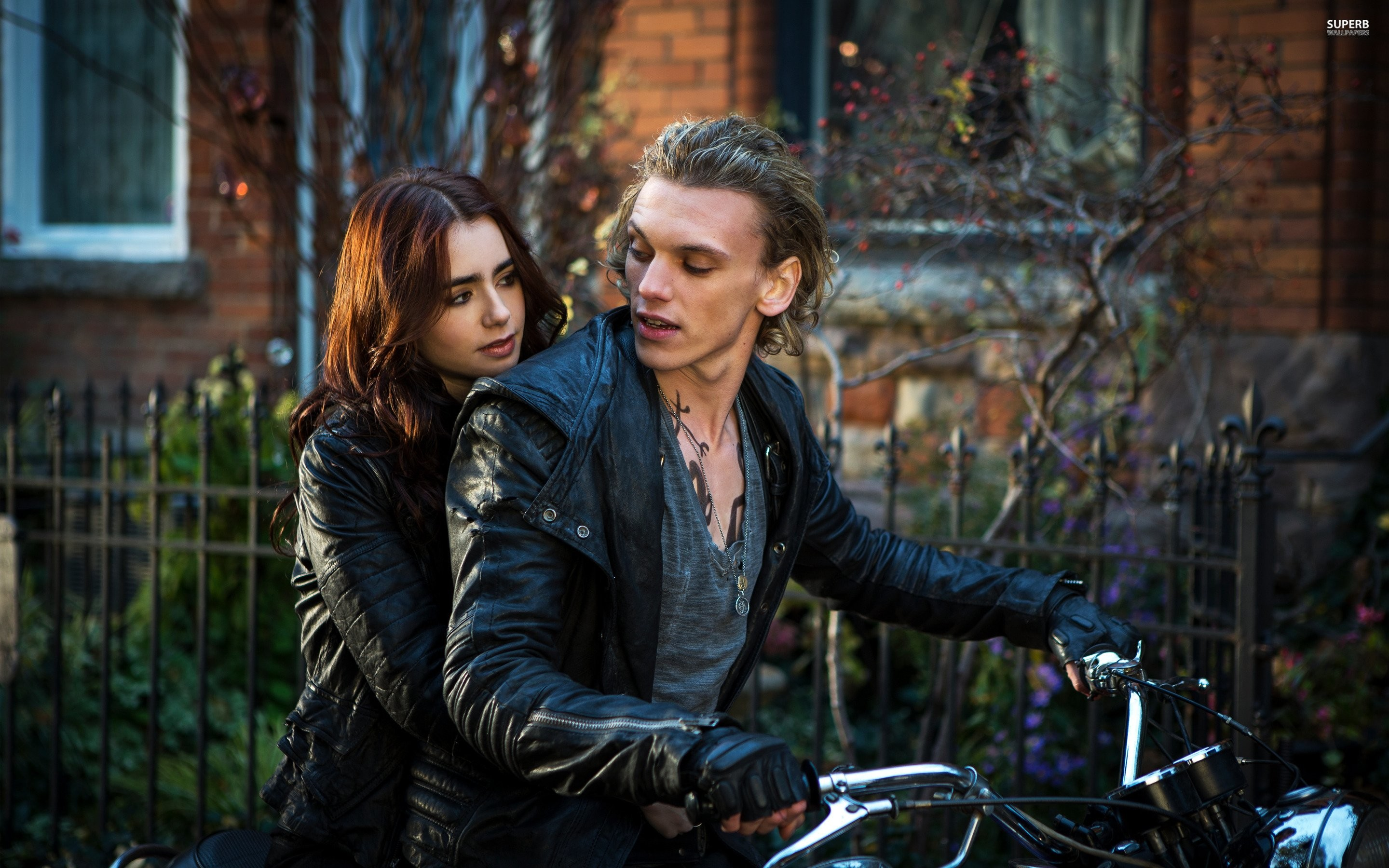2880x1800 Clary And Jace - The Mortal Instruments City Of Bones Wallpaper