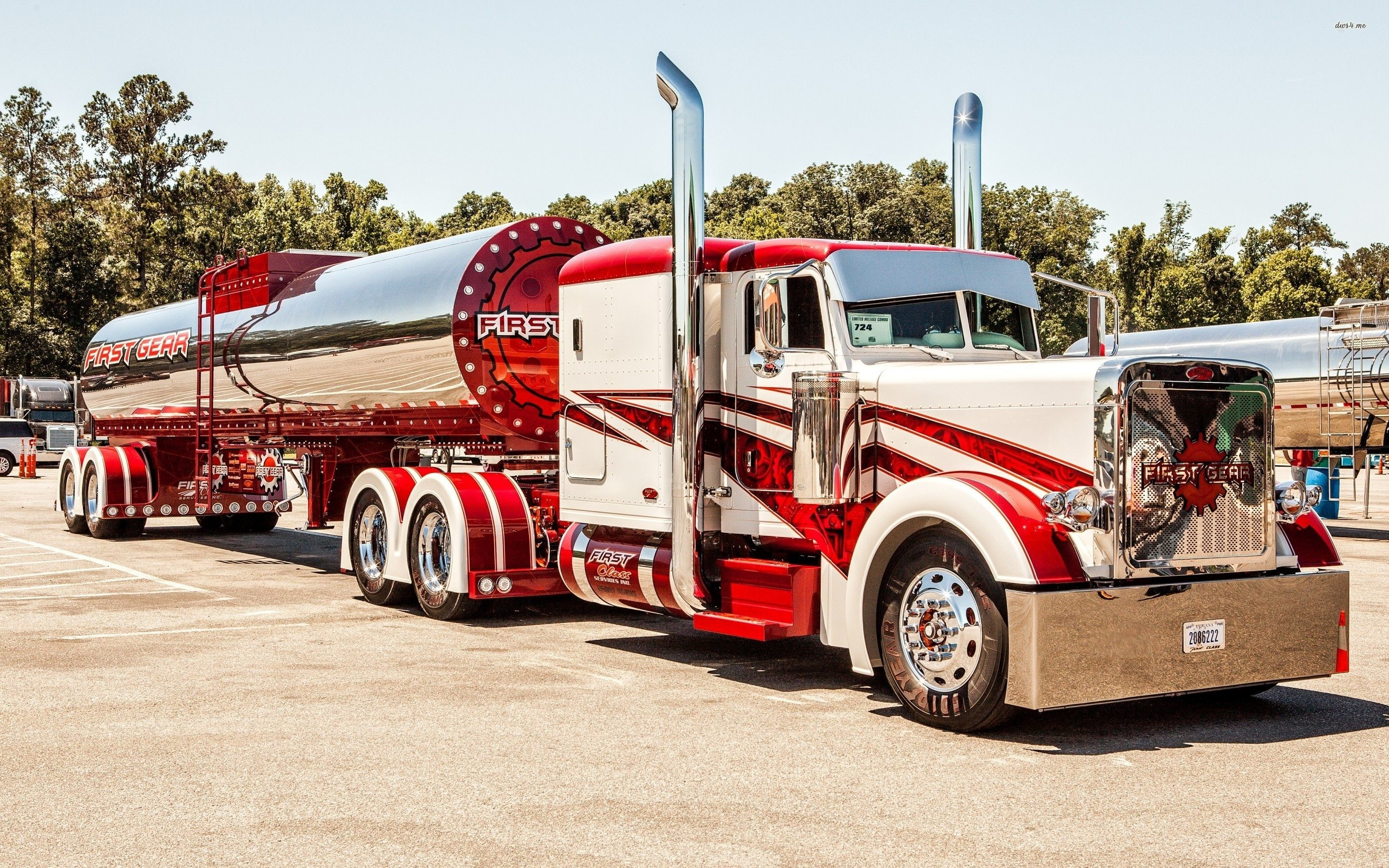 2880x1800 Peterbilt truck wallpaper
