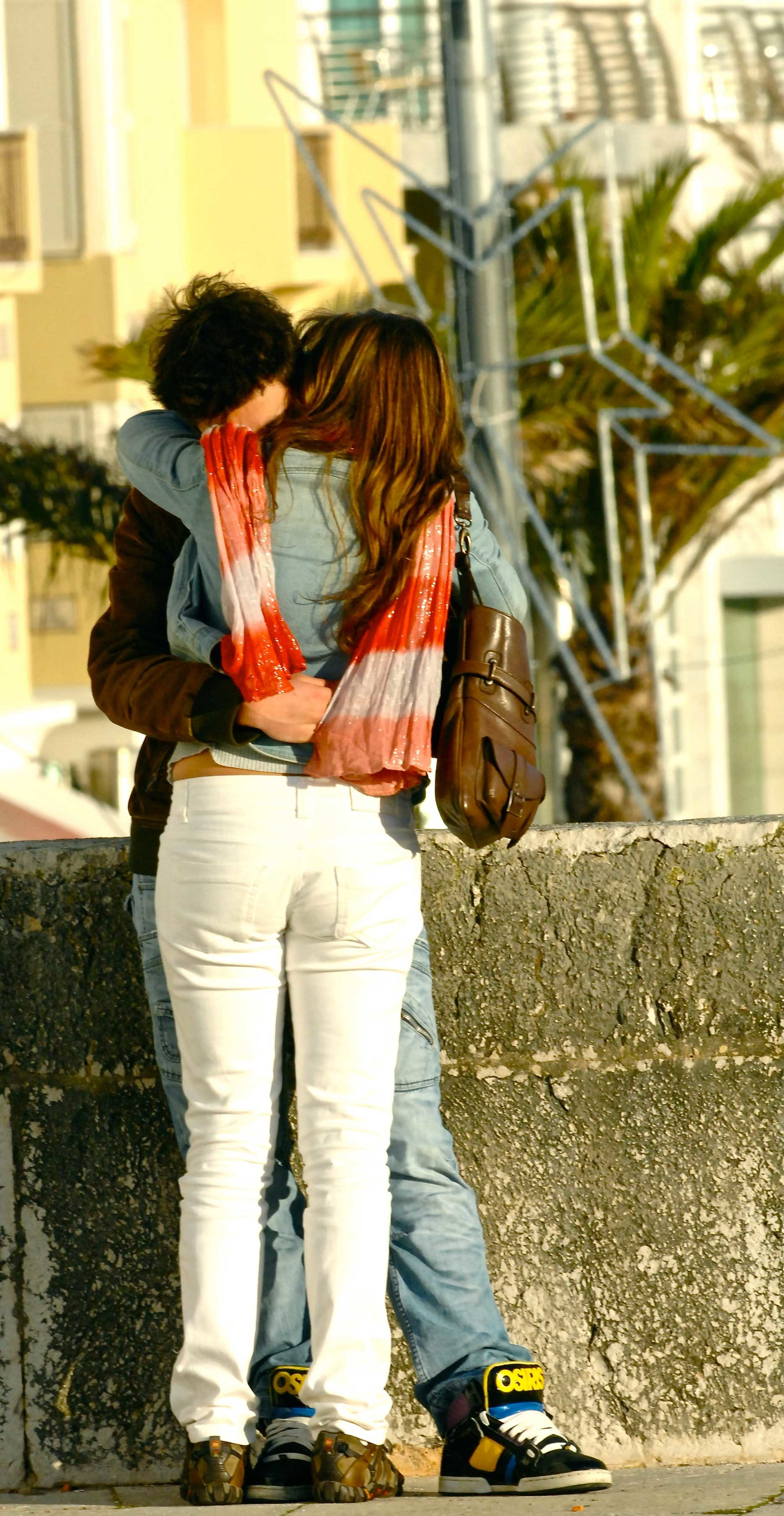 1867x3610 kissing pictures romantic couples