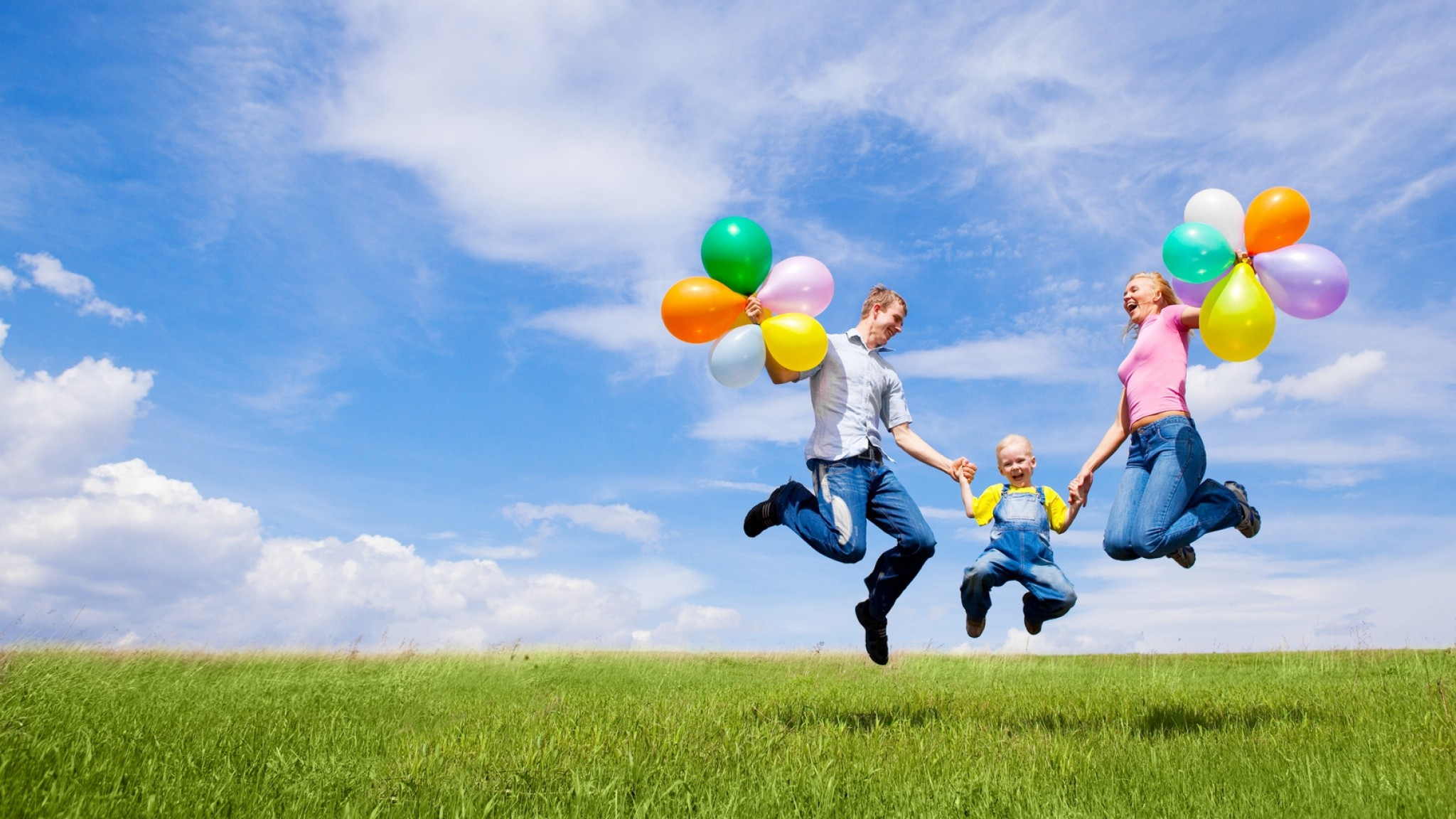 2048x1152  Wallpaper family, children, balloons, nature, holiday, joy