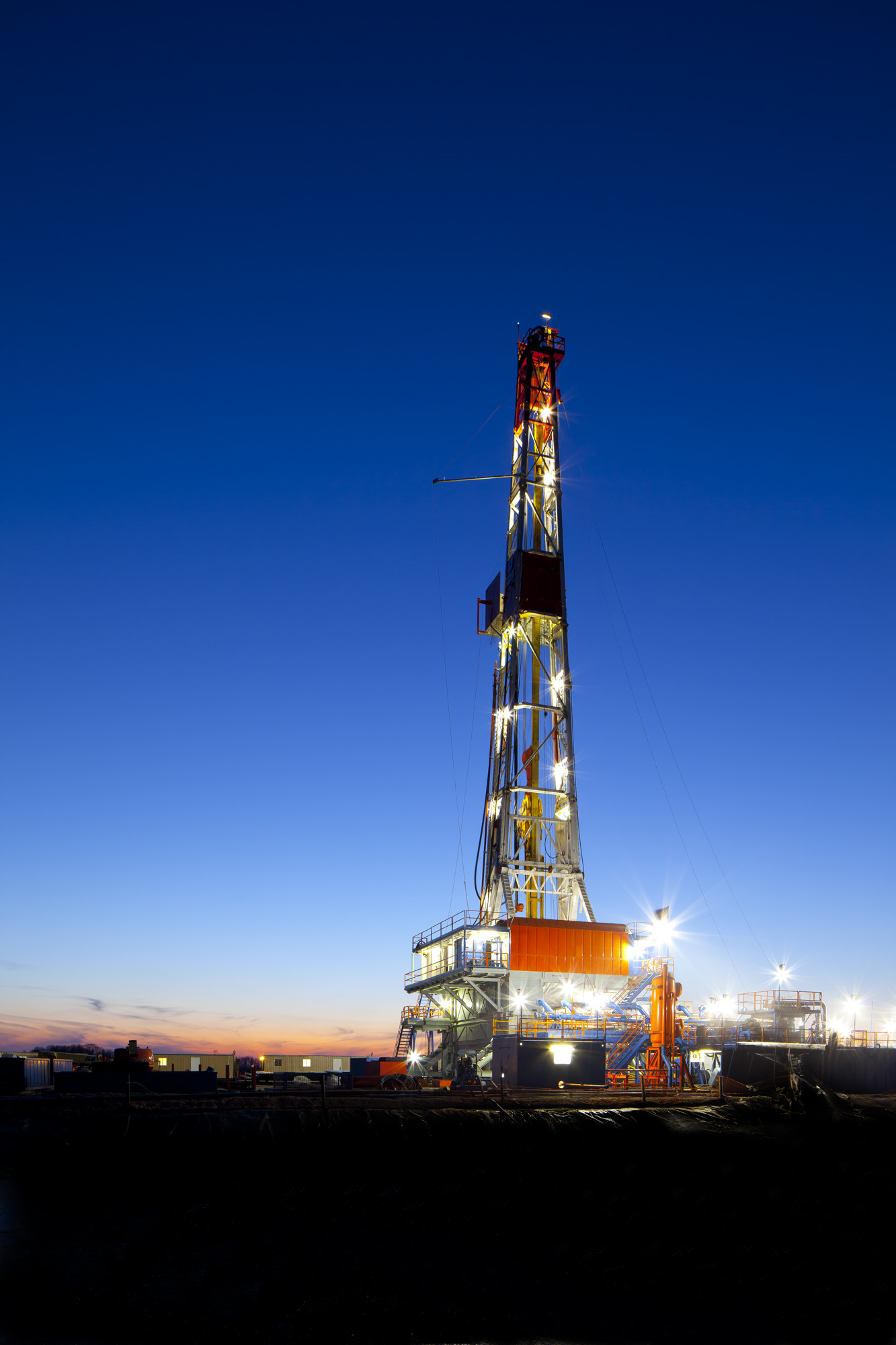 1333x2000 Drilling Rig Pictures Wallpaper