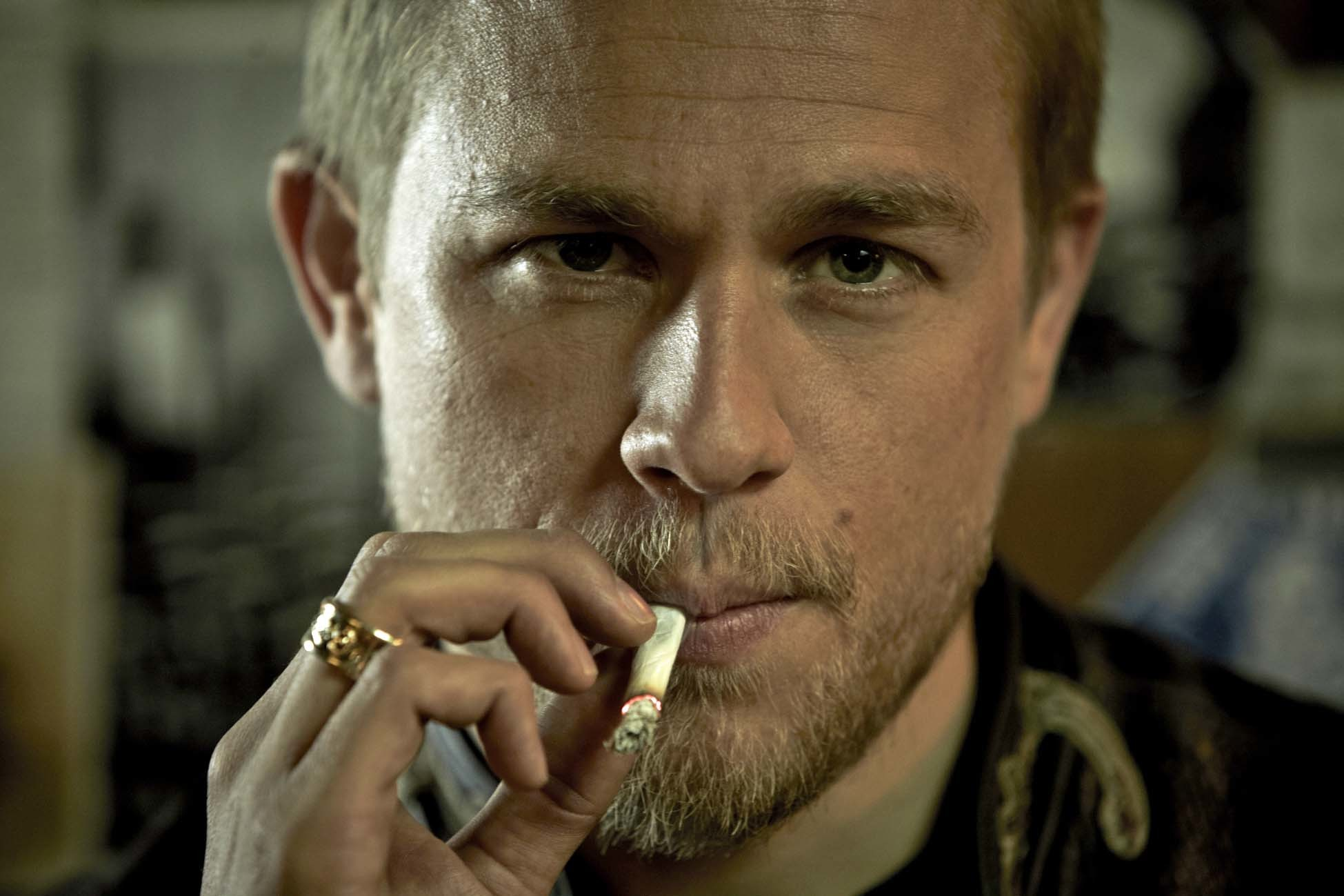 1949x1299 Charlie Hunnam Says He Could Return In The Sons Of Anarchy Spinoff