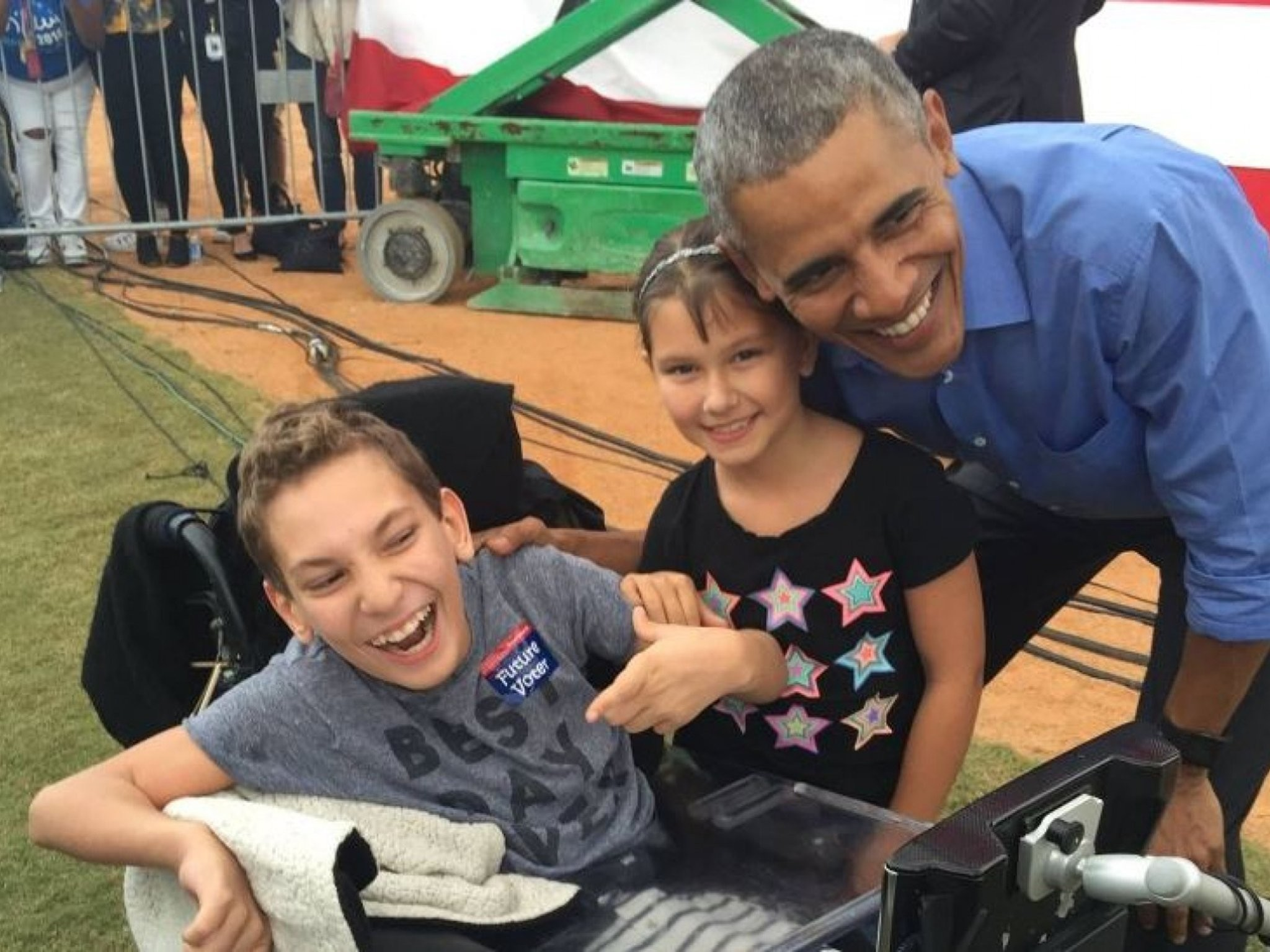 2048x1536 Obama meets child with cerebral palsy who was kicked out of Trump rally  after chanting for Hillary Clinton