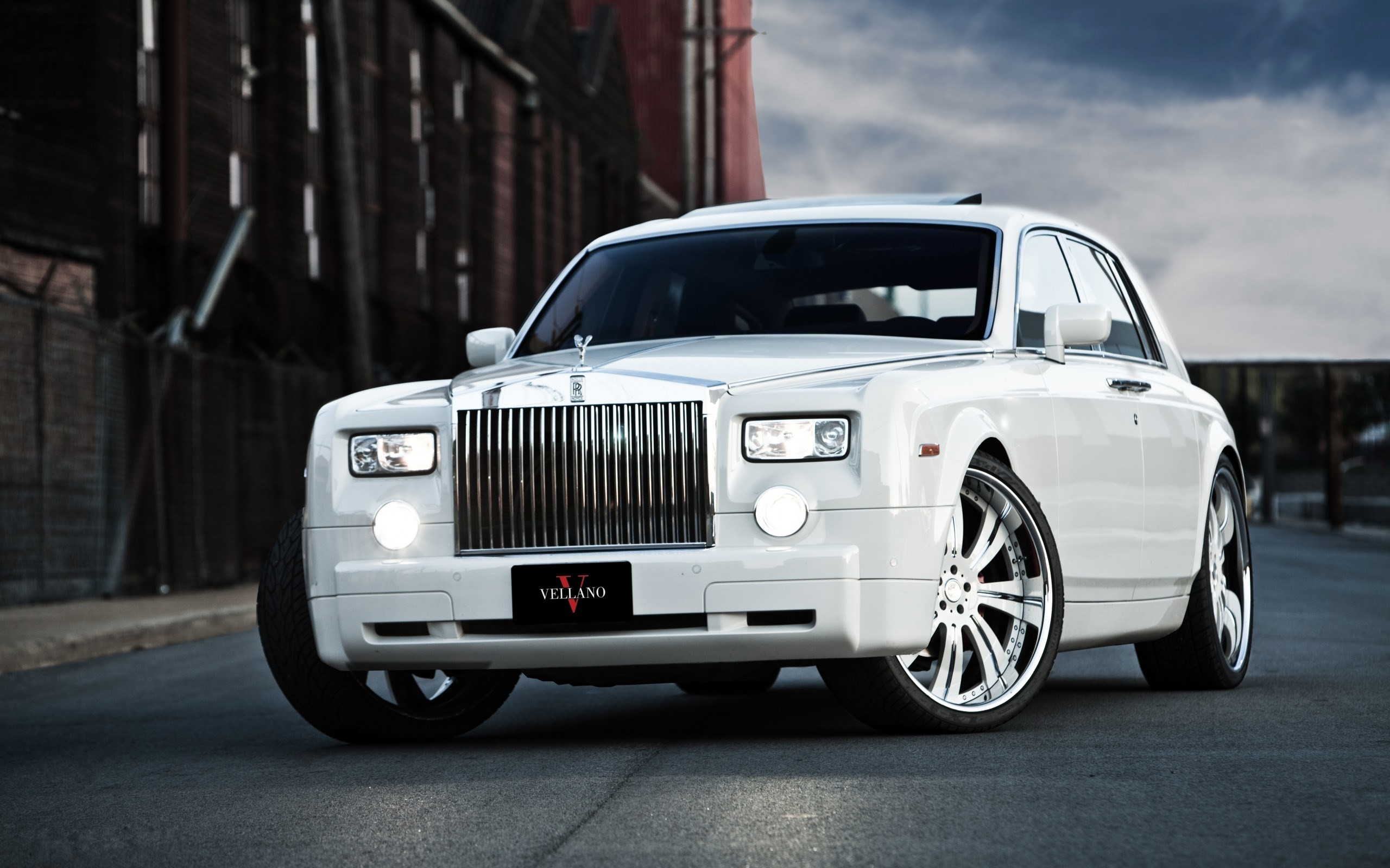 2560x1600 Cool Rolls Royce Wallpaper