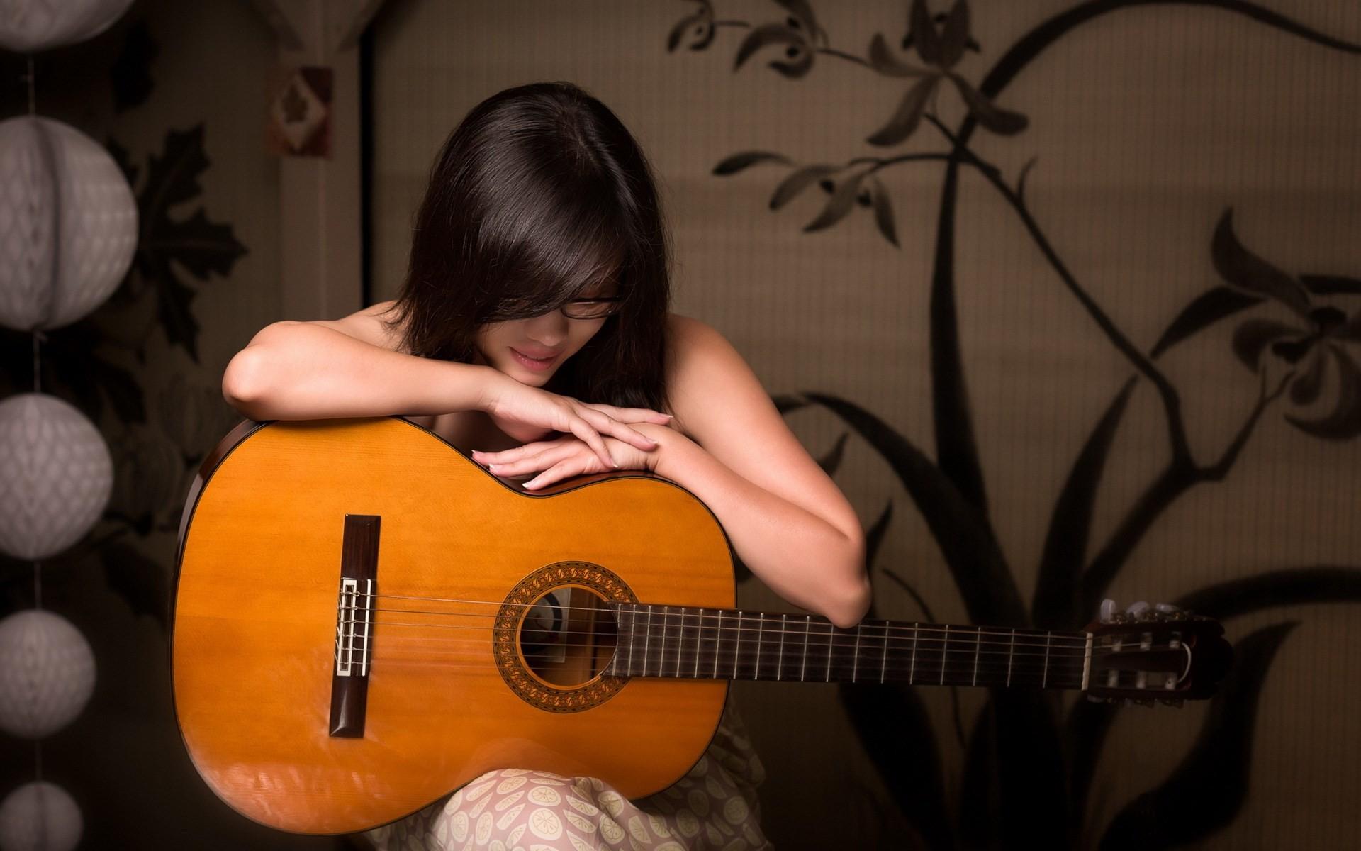 2560x1600 Guitar Girl Beach Alone HD