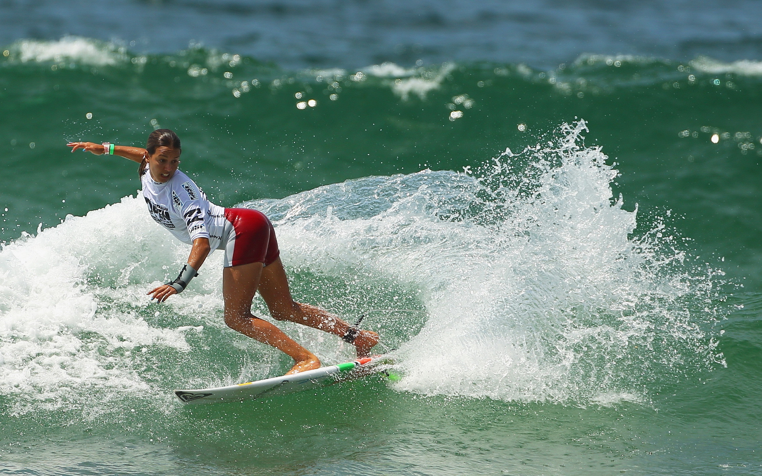 2560x1600 Surfing girls pictures