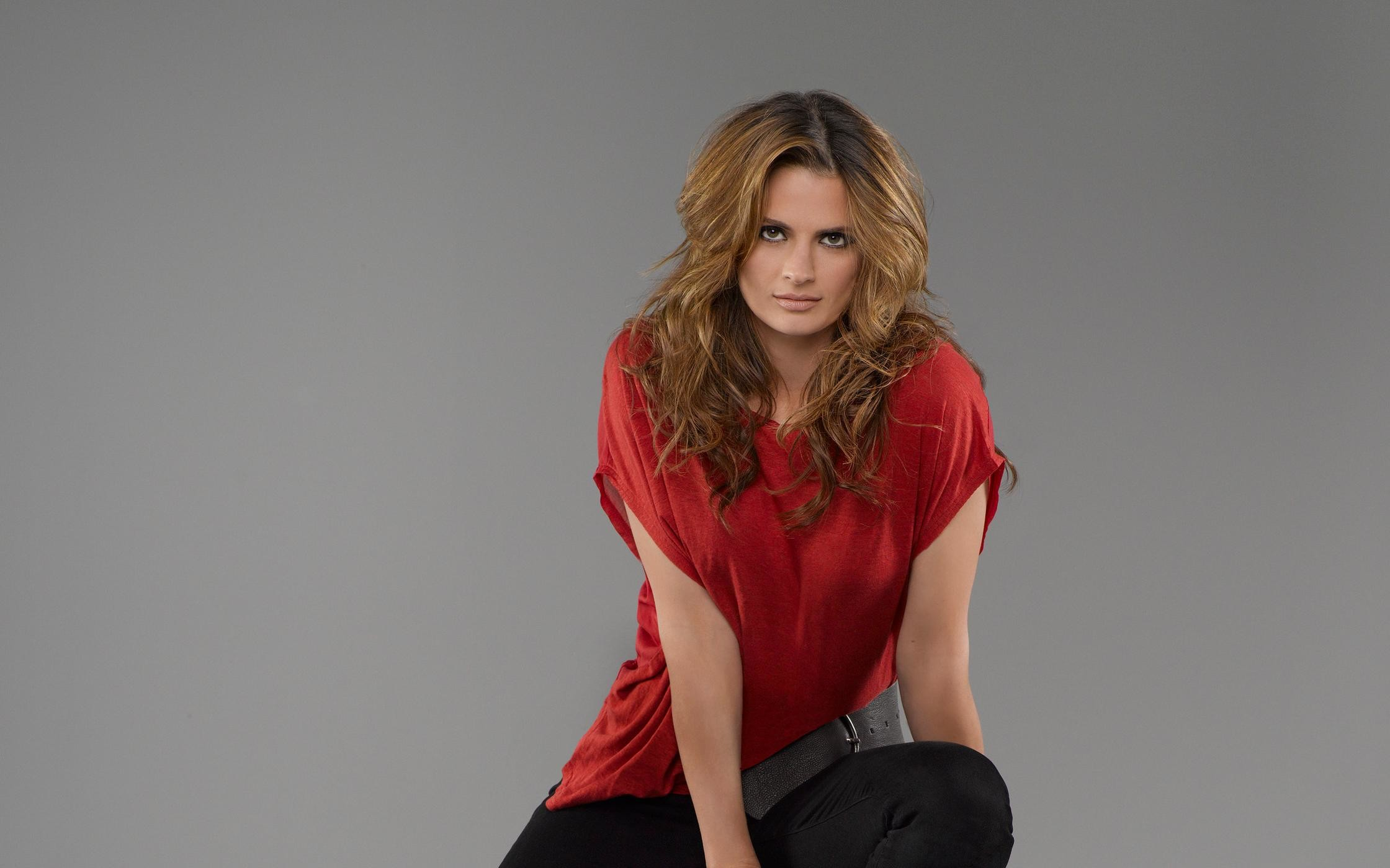 2240x1400 Stana Katic download wallpaper