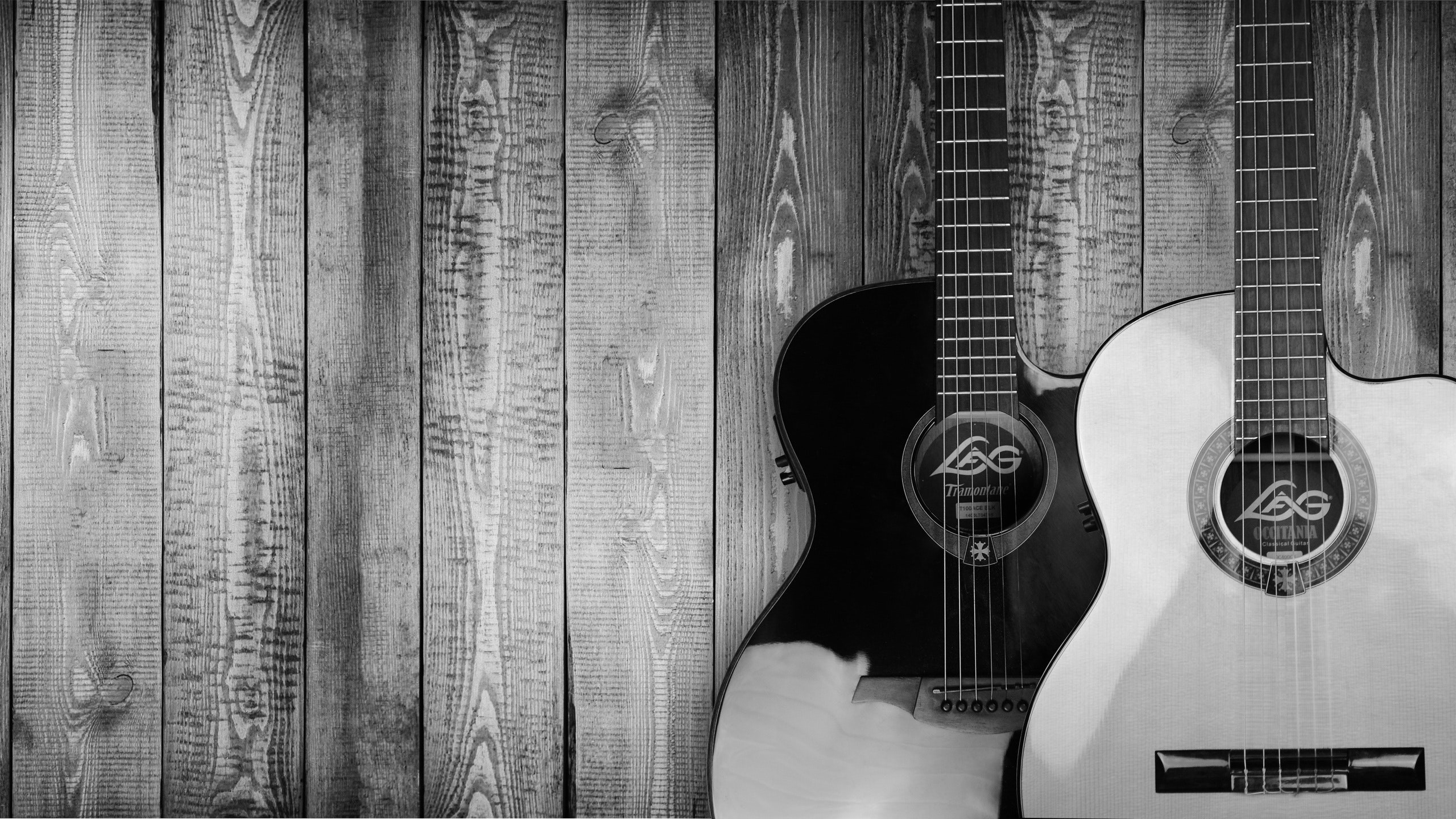 2560x1440 Two Grayscale Acoustic Guitars. Pixabay