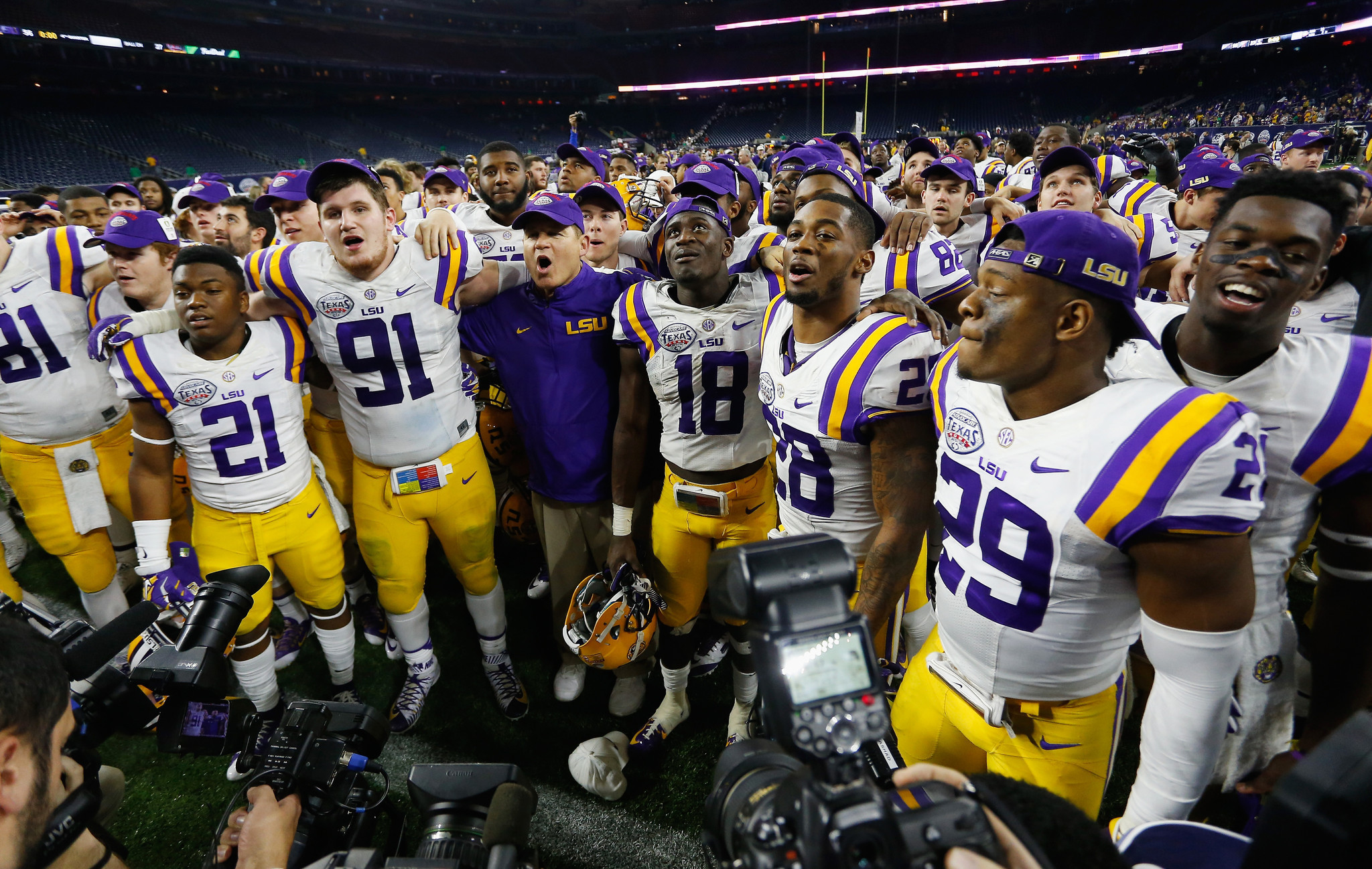 2048x1298 LSU football program could be shut down this fall, Louisiana governor says  - LA Times