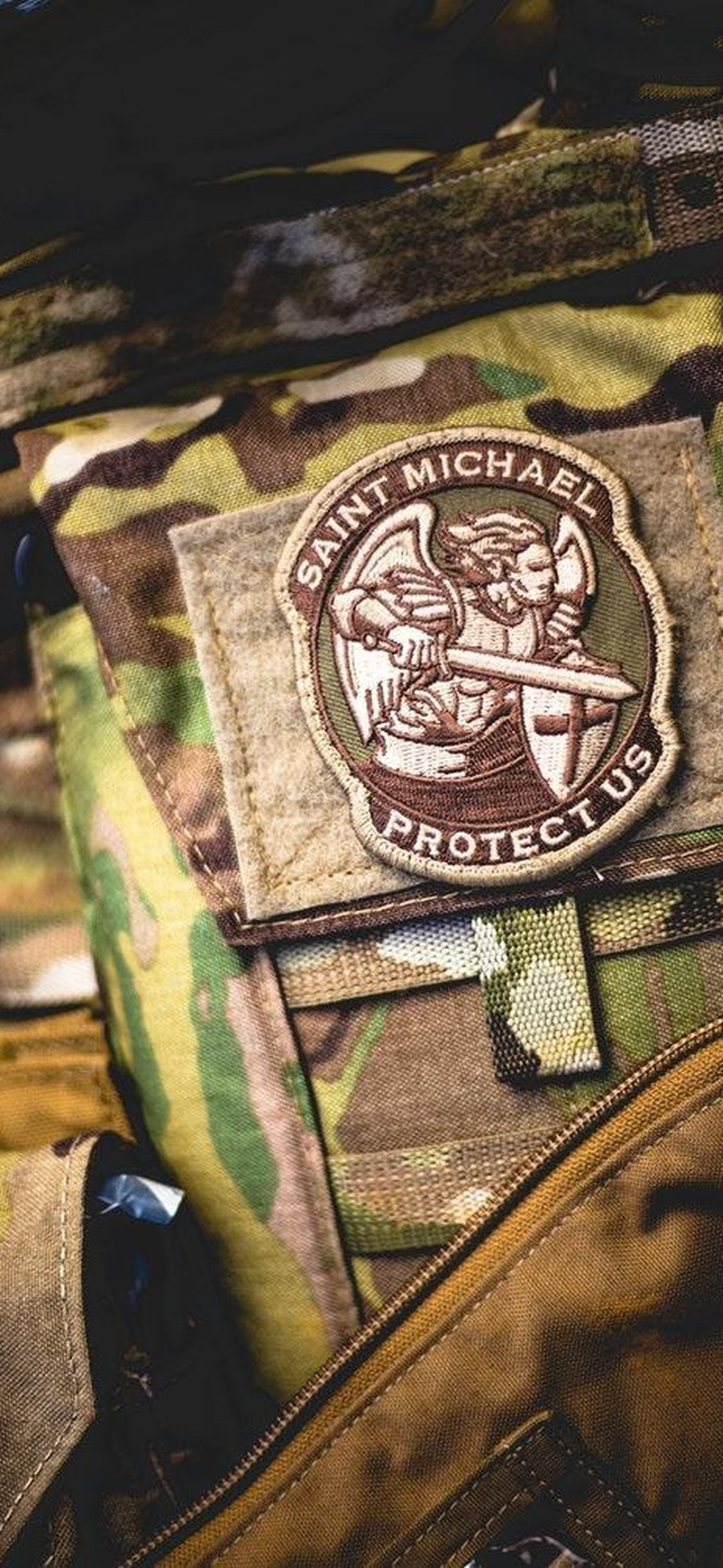 1125x2436  iPhone X Sain Michael Uniform from US Army Wallpaper : Army  Wallpaper for Phone &